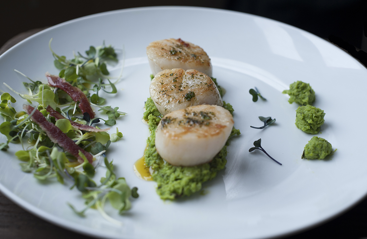 chicago-food-blog-smak-minted-pea-puree-with-sea-scallops-5.jpg
