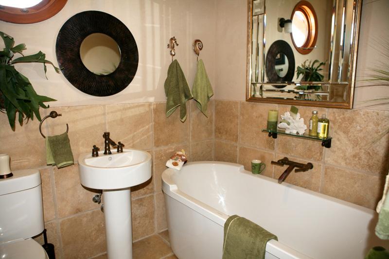 guestbath (1).jpg