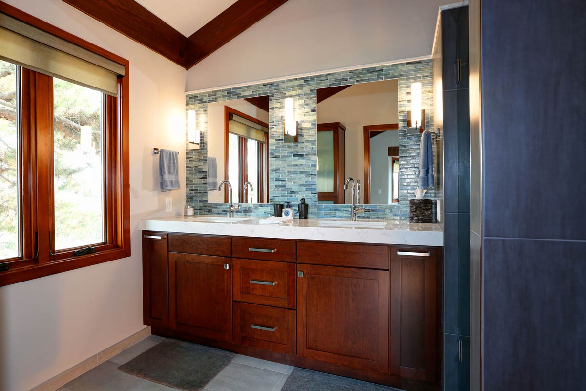 BATHROOM DESIGNS & REMODELS