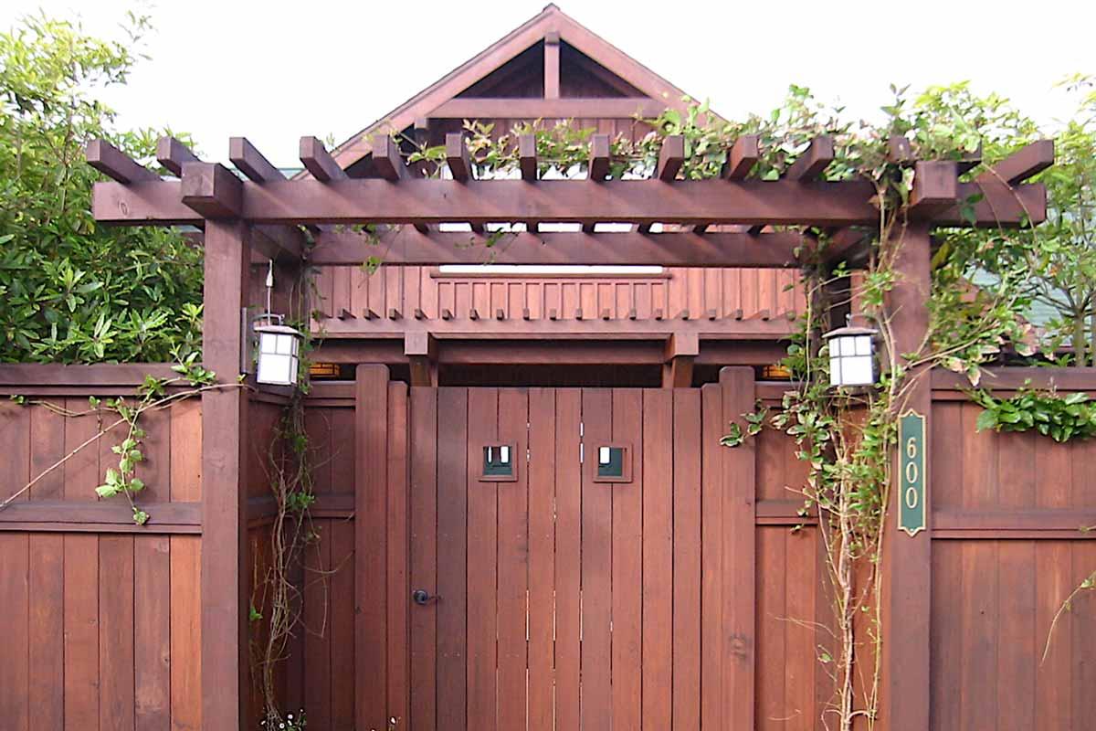 entrygatetrellis.jpg