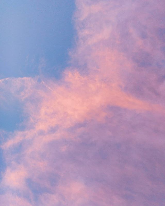 #beautifulsky #evening #photographoftheday #color #nature #earthart #cloud #sky #palepink #photography