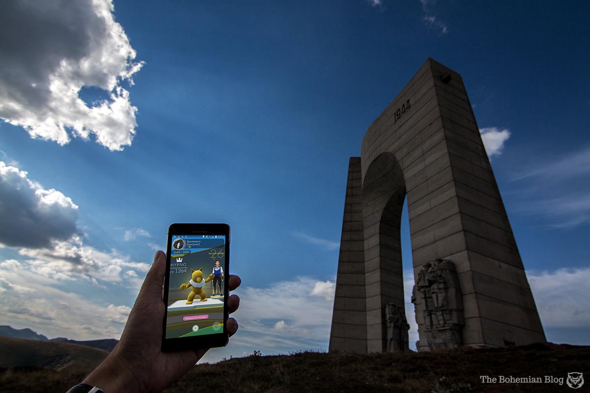Arch of Liberty (Georgi Stoilov, 1978). Beklemeto Pass, Bulgaria.