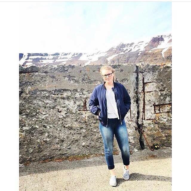 Katla er 14 ára tónlistarkona frá Suðureyri í Súgandafirði. Hún semur sín eigin lög og stundum texta við. Katla spilar á píanó og eru öll lögin hennar samin á það. #lúr #lúrfestival #lurfestival2016