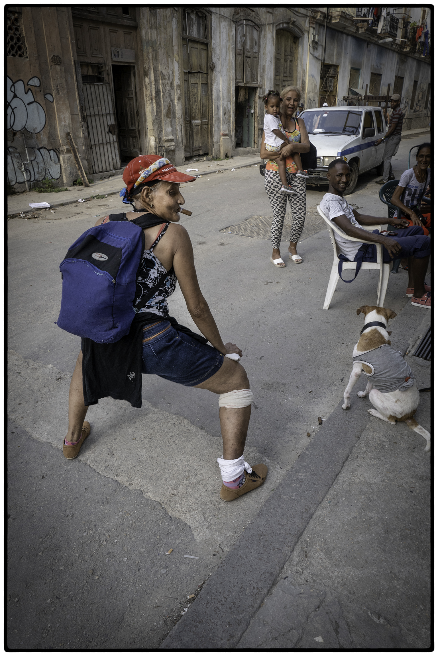 Smoking and twerking grandma, Central Havana