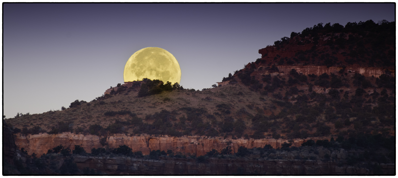 Moonset, Kanab, Utah