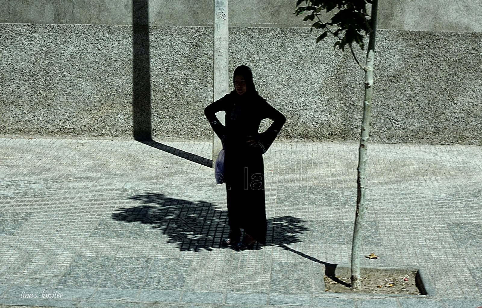 waiting for bus (maroc)