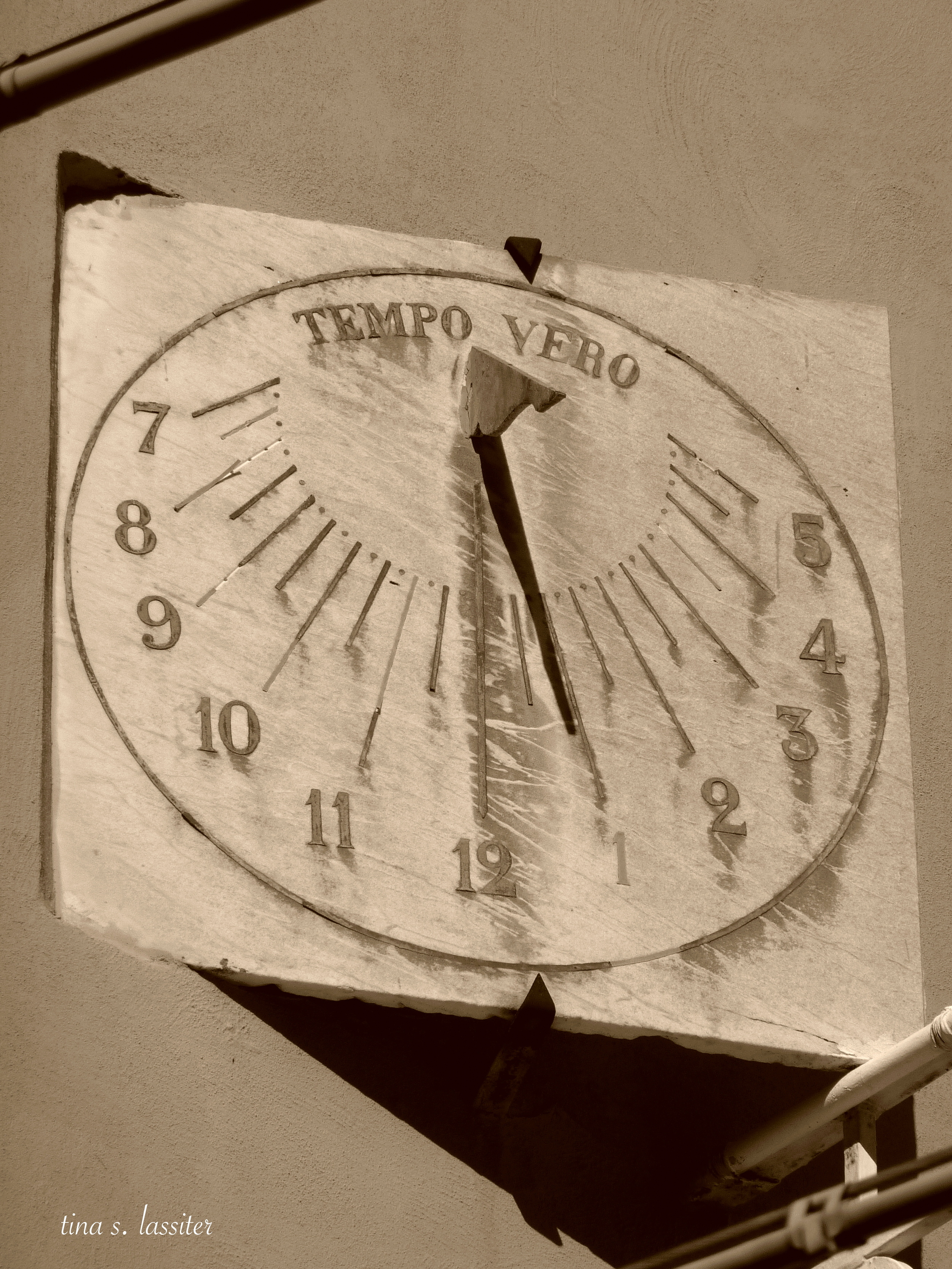 sundial in sorrento