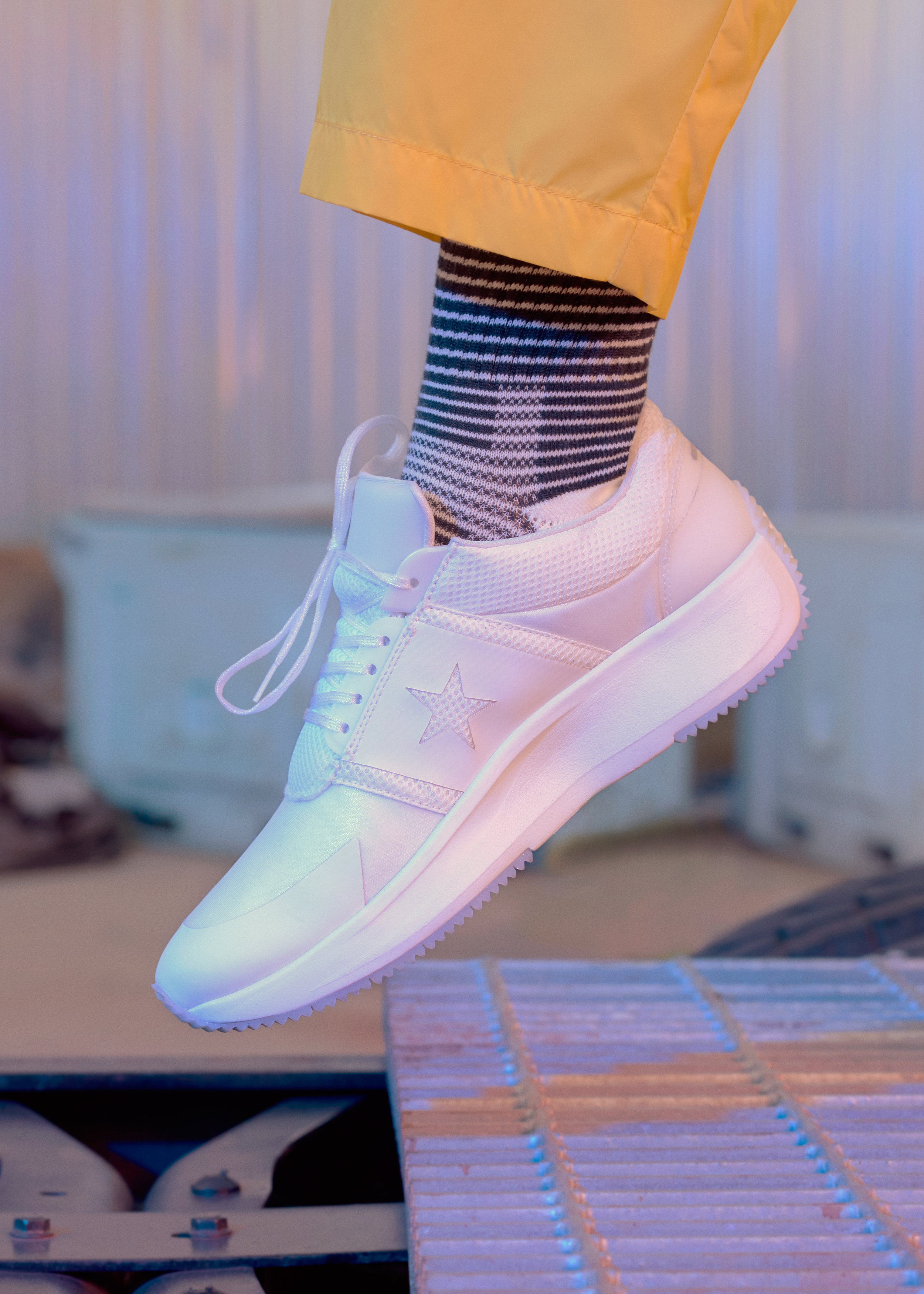 CONVERSE_03_TRANSLUCENT_FEMALE_WHITE_268_v1LR.jpg