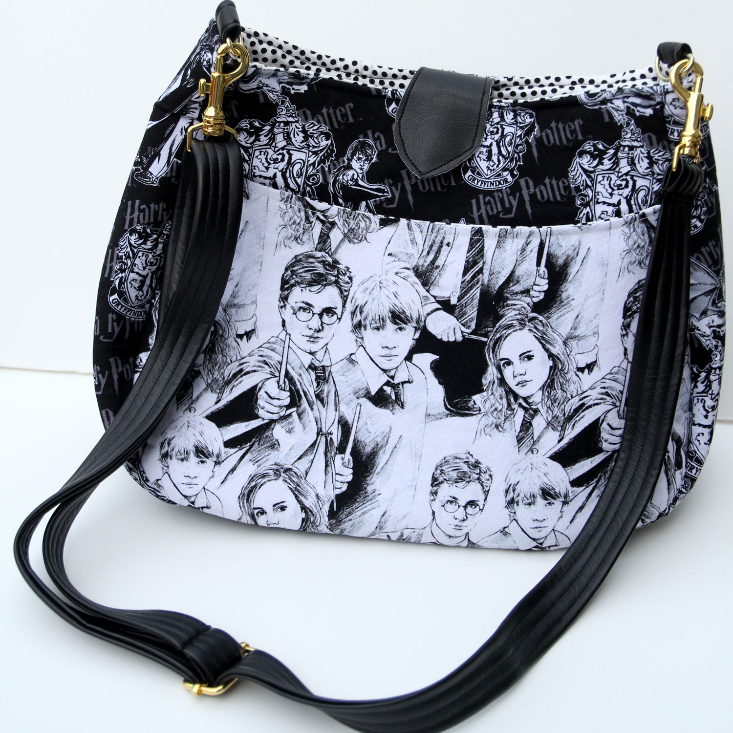 Cross Body Harry Potter Purse with Strap Closure - For the woman who needs to carry more than the essentials for her muggles, this purse has an easy access outer pocket and a roomy interior that closes with a magnet snap. (Other styles available as well)