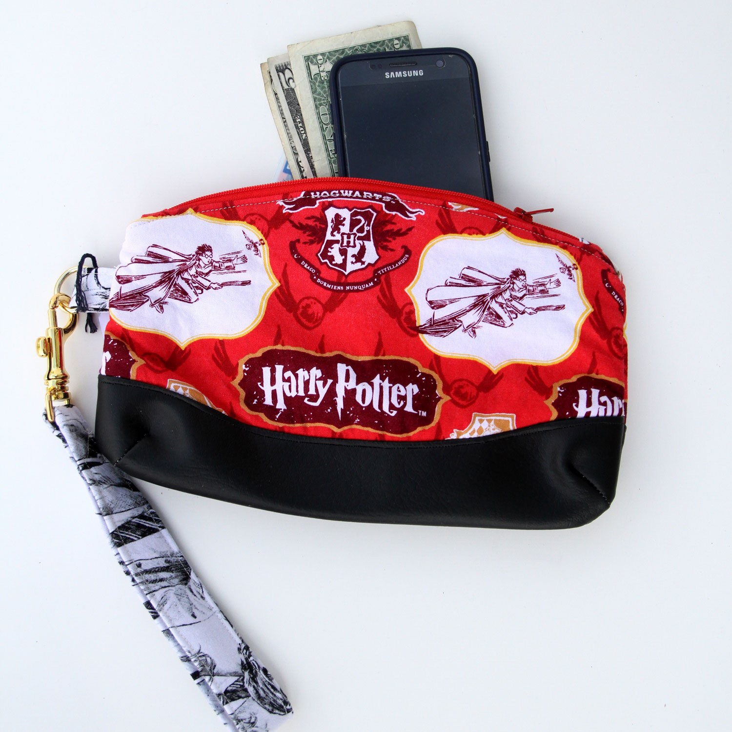 Harry Potter Clutch Purse - A clutch purse is perfect for those short adventures when you only need the essentials.