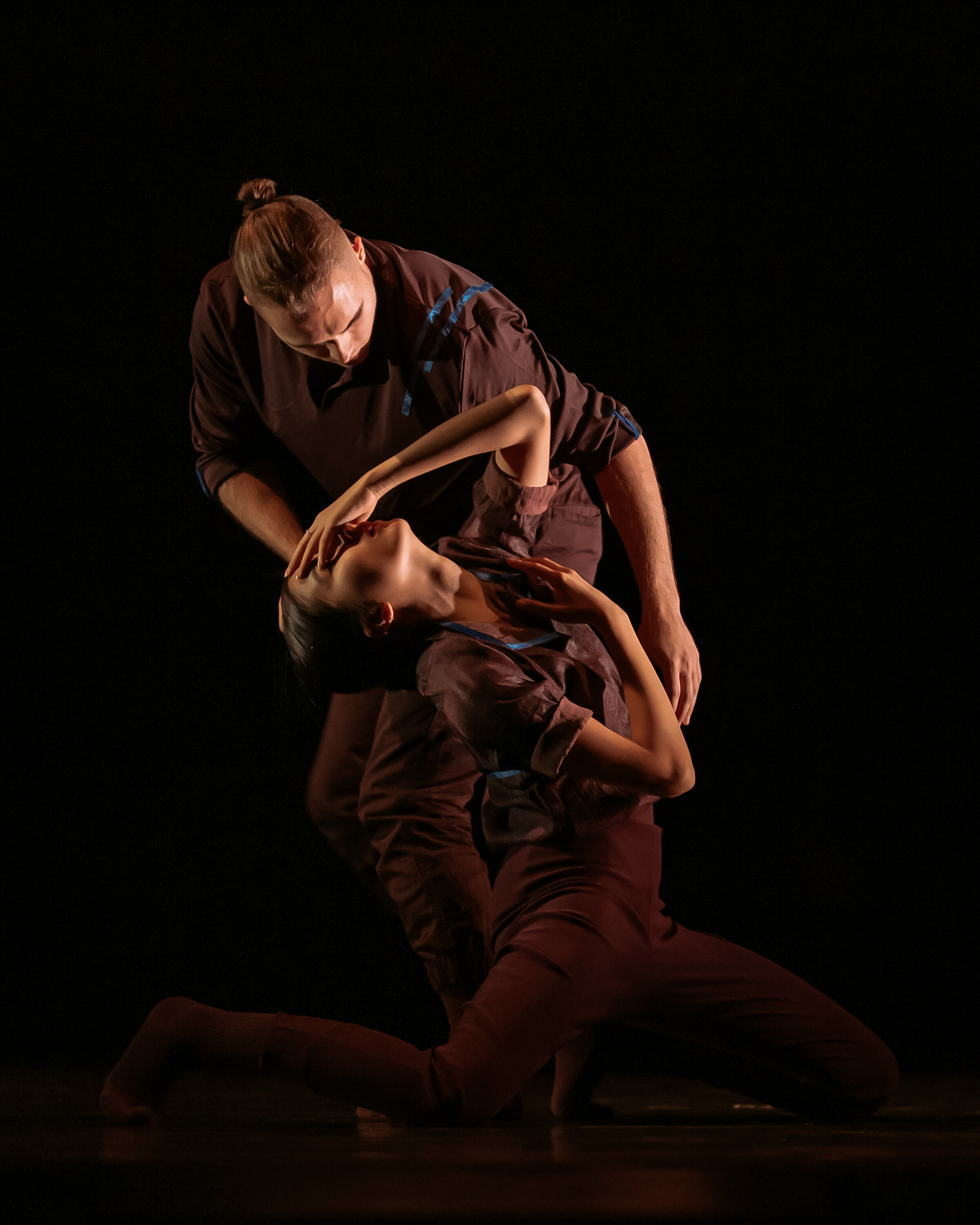 FIDDLE EMBRACE by Anne Plamondon. Performed by dancers from the Ryerson School of Performance. Photo by Jeremy Mimnagh