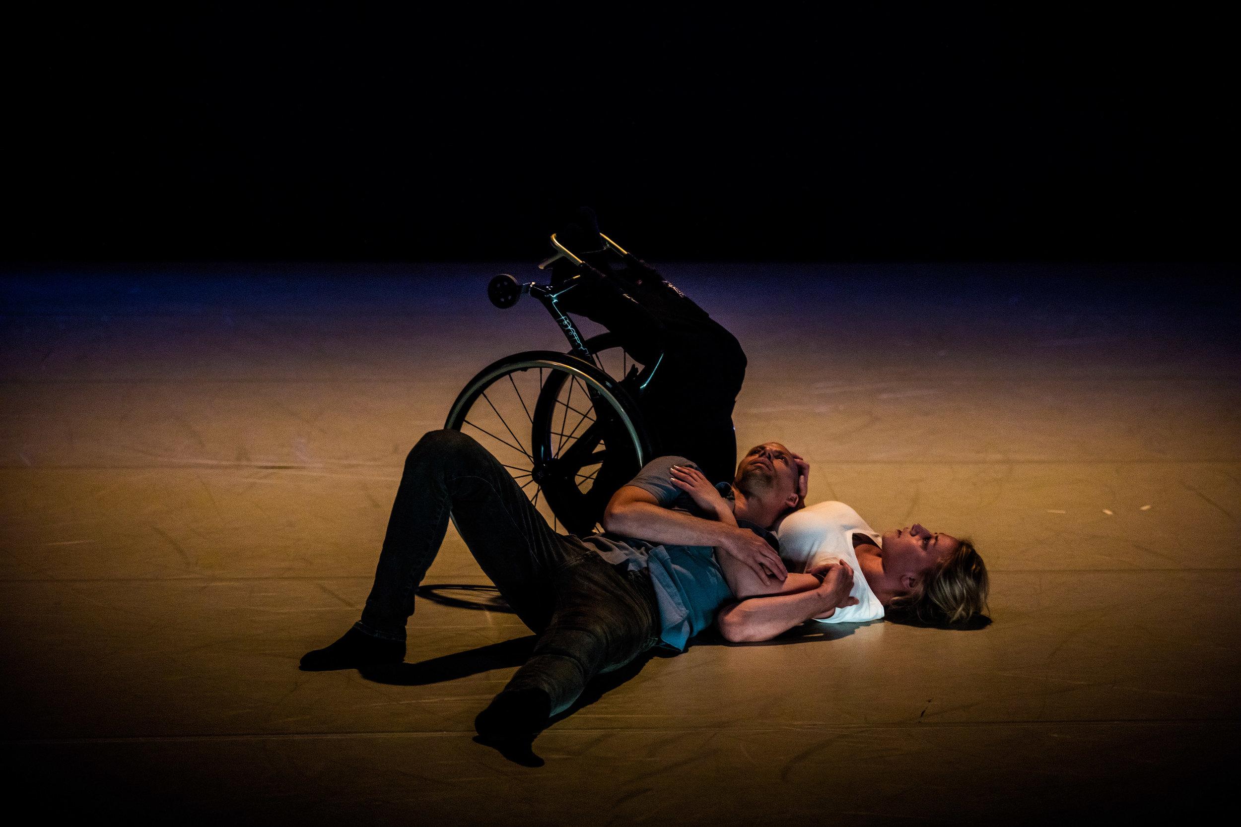Skånes Dansteater performing 'Dare to Wreck' by Madeleine Månsson and Peder Nilsson. Photo by David Thibel