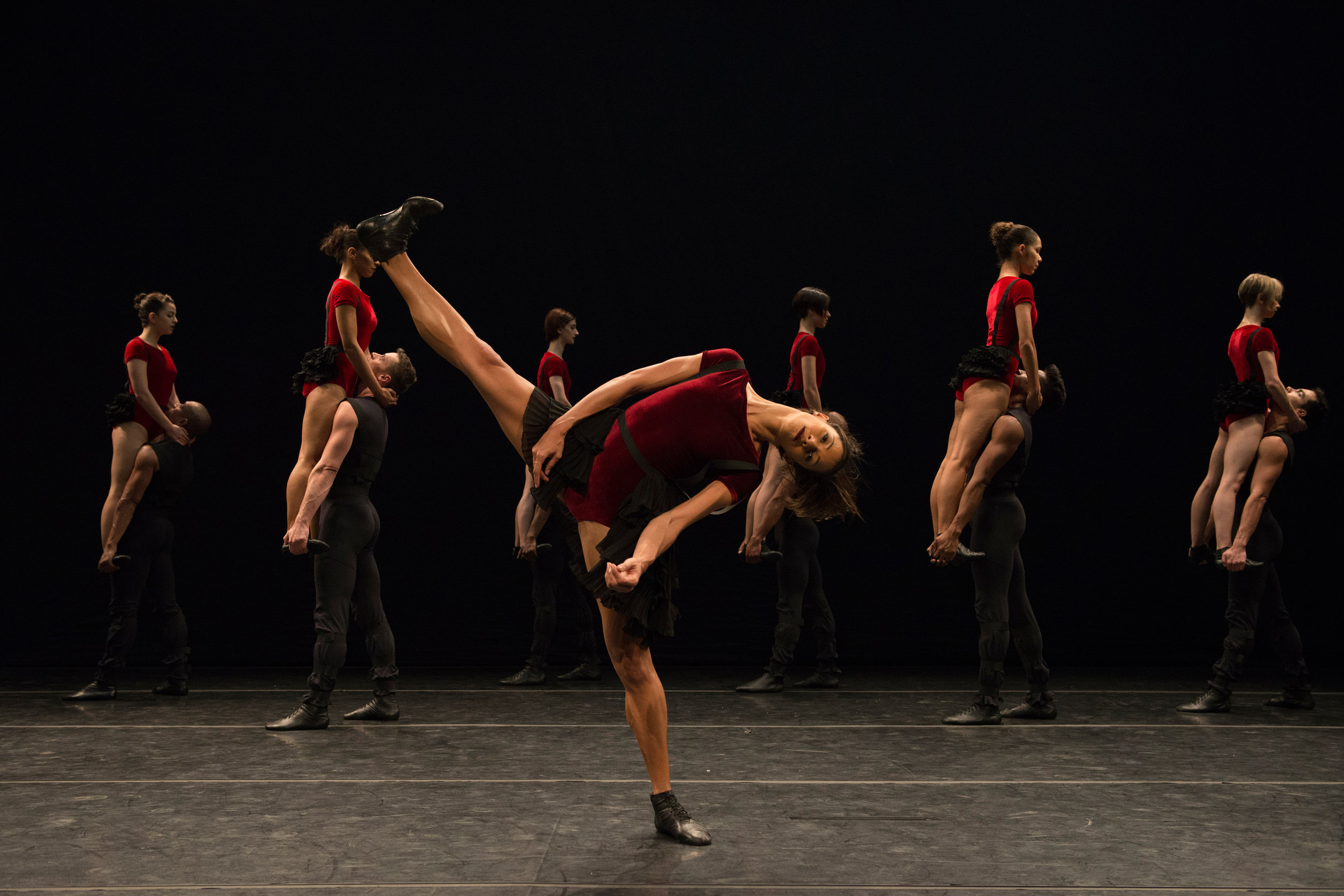 Grupo Corpo performs 'Danca Sinfonica' by Rodrigo Pederneiras. Photo by Jose Luiz Pederneiras
