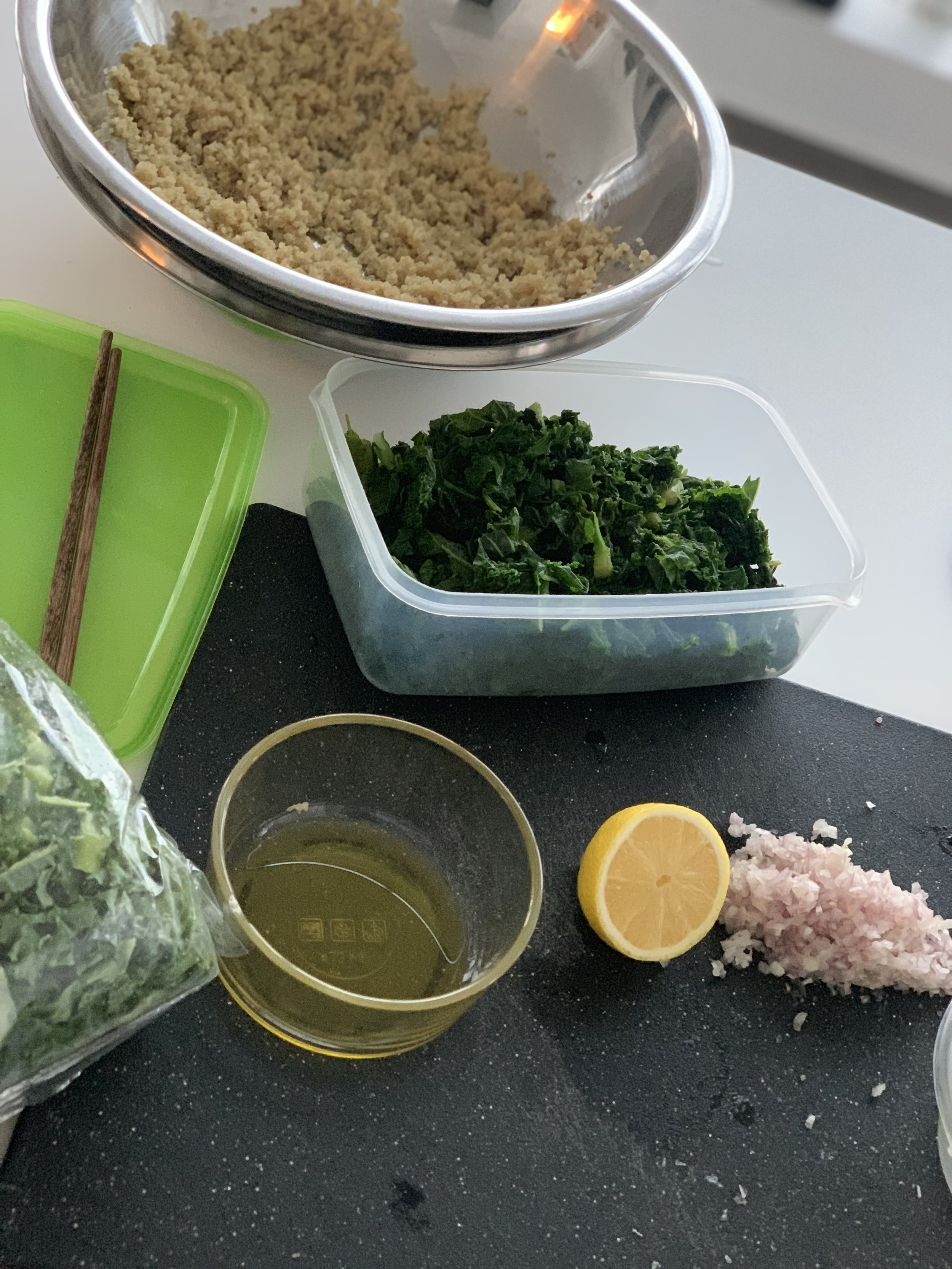 What's in it:   Quinoa  Water  Kale  Lemon  Shallot  Maple Syrup  Olive Oil  Salt