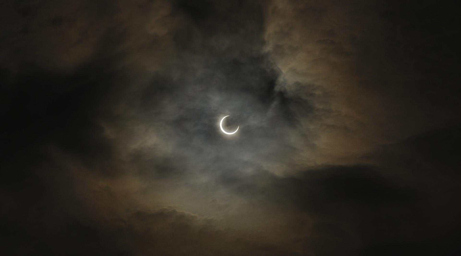 total-solar-eclipse-95547_1920.jpg