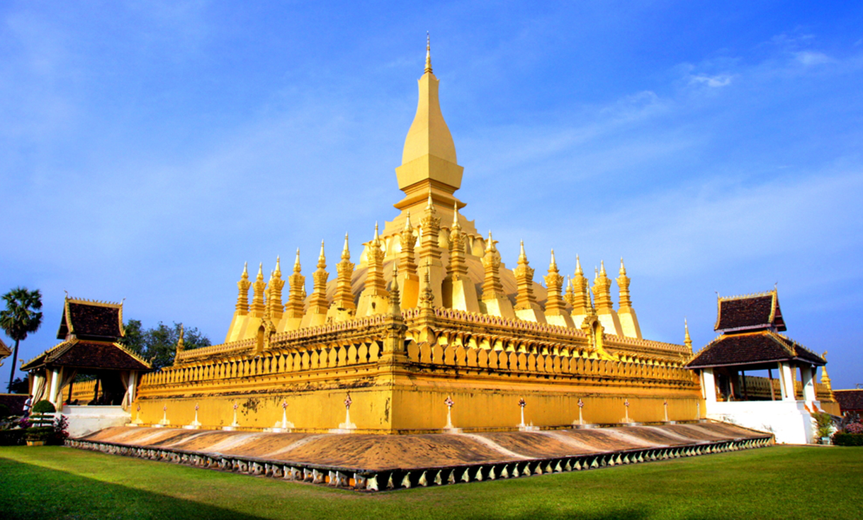 Golden Wat That Luang in Vientiane, Laos.jpg