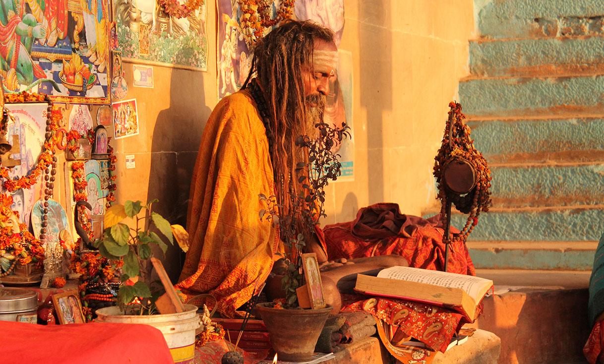 World___India_A_resident_of_Varanasi_069080_.jpg