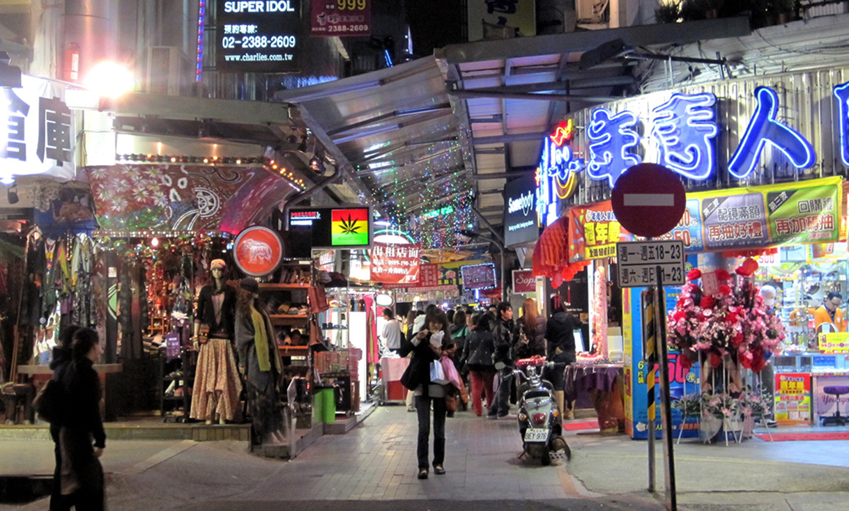 Ximending_Side_Alley_at_Night.jpg
