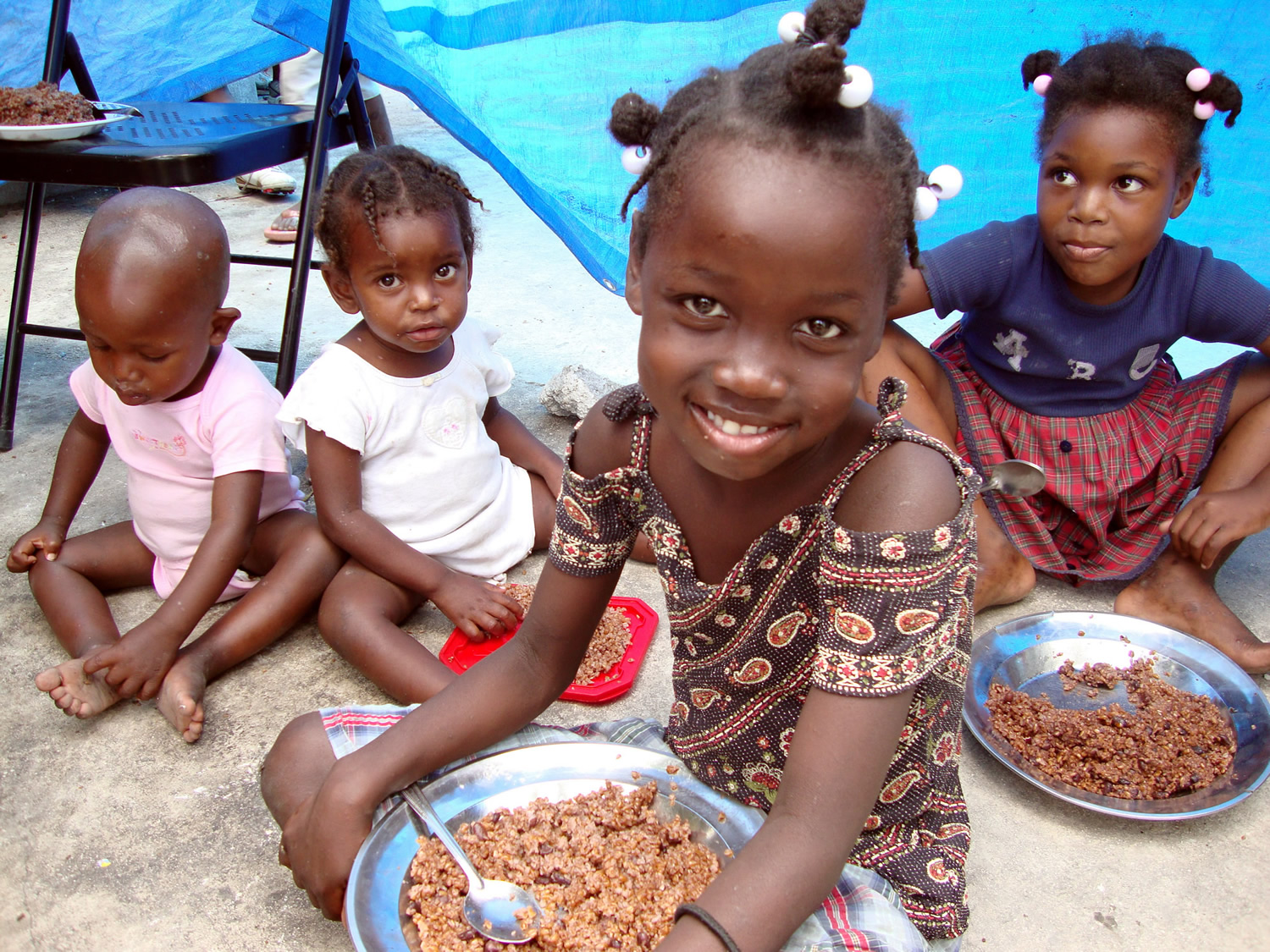 Children eating a rice dish_SMALL.jpg