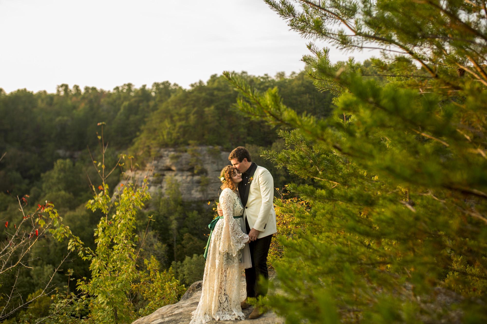 Seriously_Sabrina_Photography_Red_River_Gorge_Kentucky_Wedding_ShawnDana160.jpg
