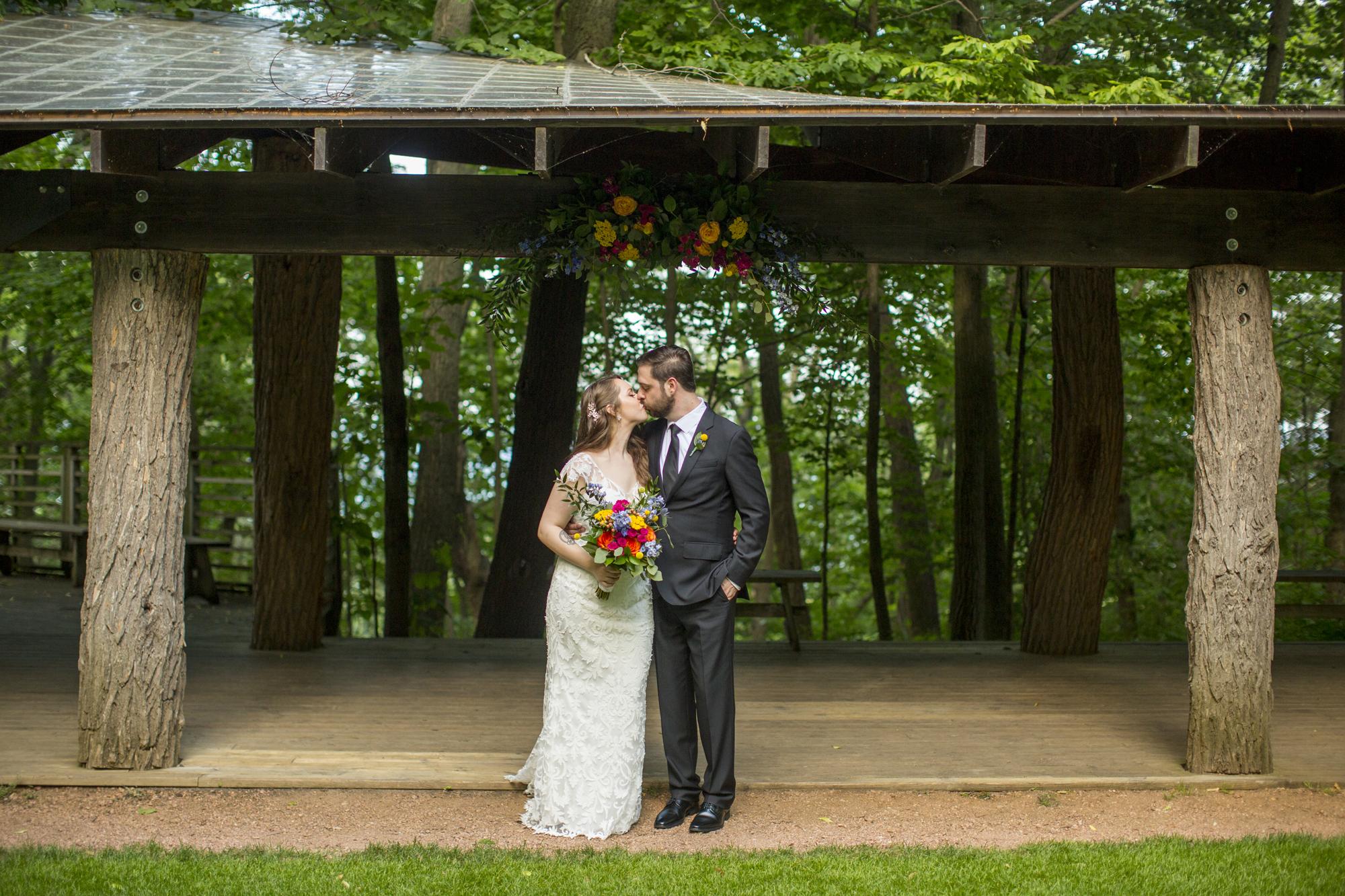 Seriously_Sabrina_Photography_Milwaukee_Wisconsin_Wedding_Schlitz_Audubon_Nature_Center_BrunderRife83.jpg