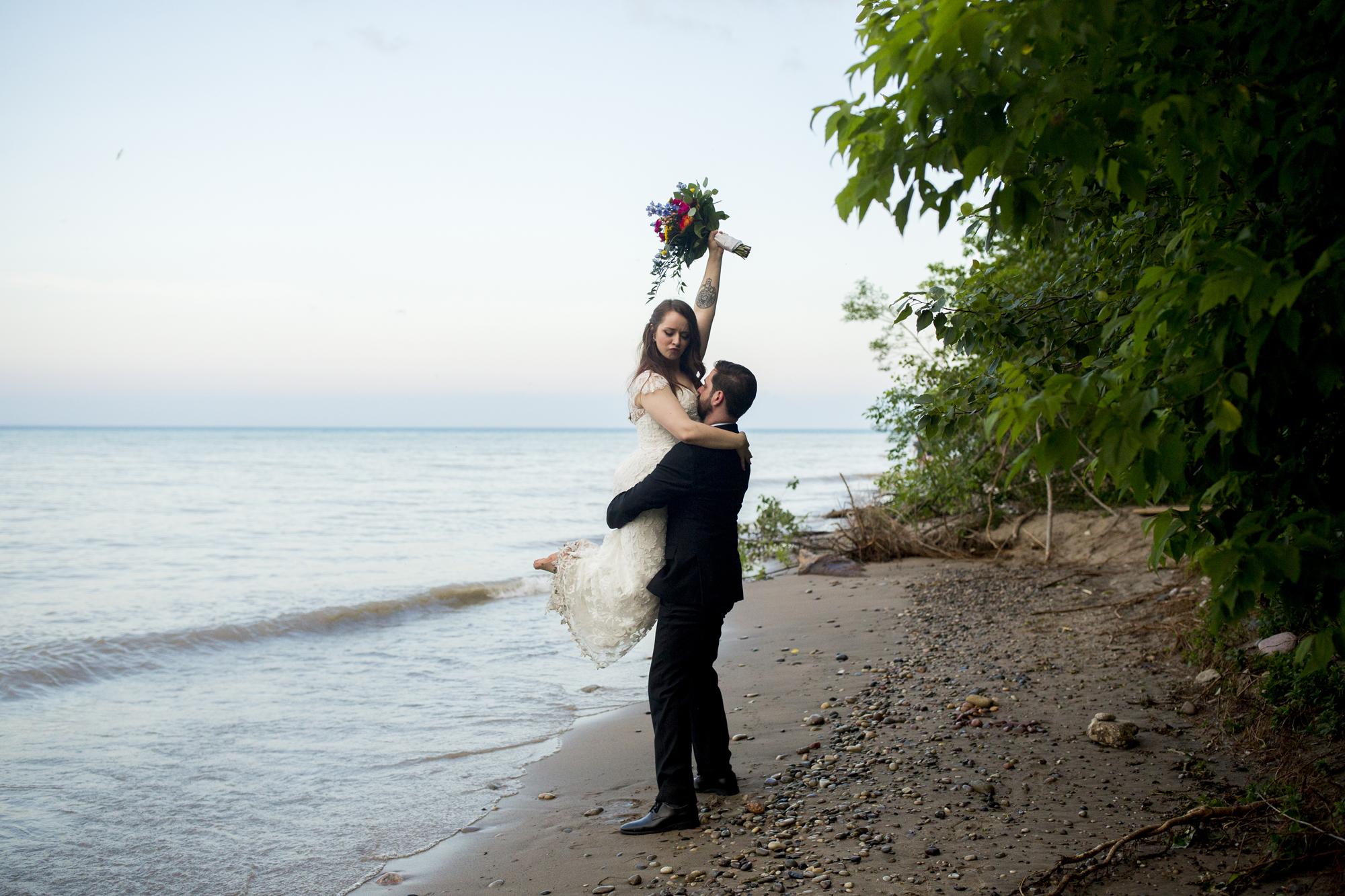 Seriously_Sabrina_Photography_Milwaukee_Wisconsin_Wedding_Schlitz_Audubon_Nature_Center_BrunderRife113.jpg