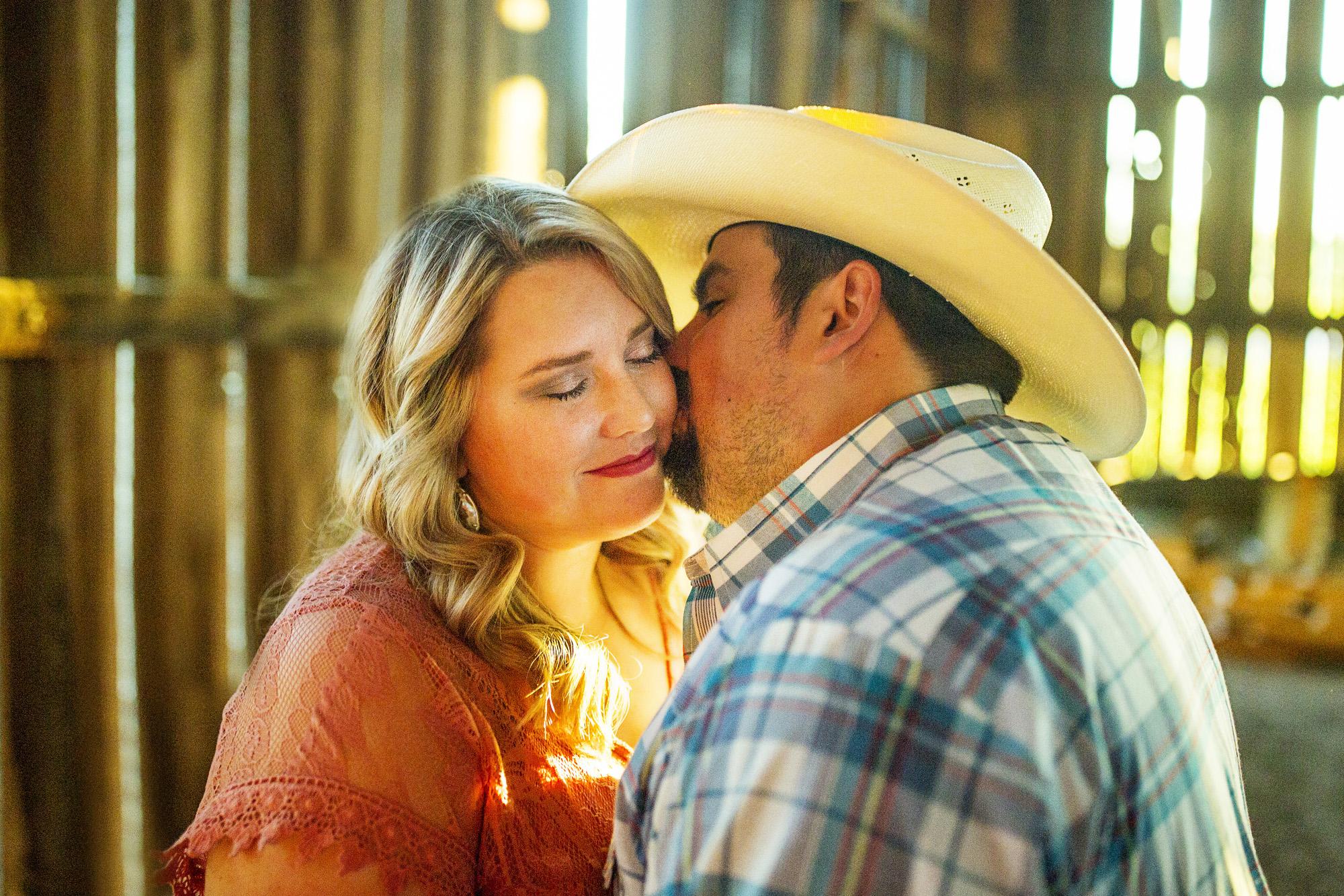 Seriously_Sabrina_Photography_Lexington_Kentucky_Sunset_Farm_Engagement_Cody_Sara_24.jpg