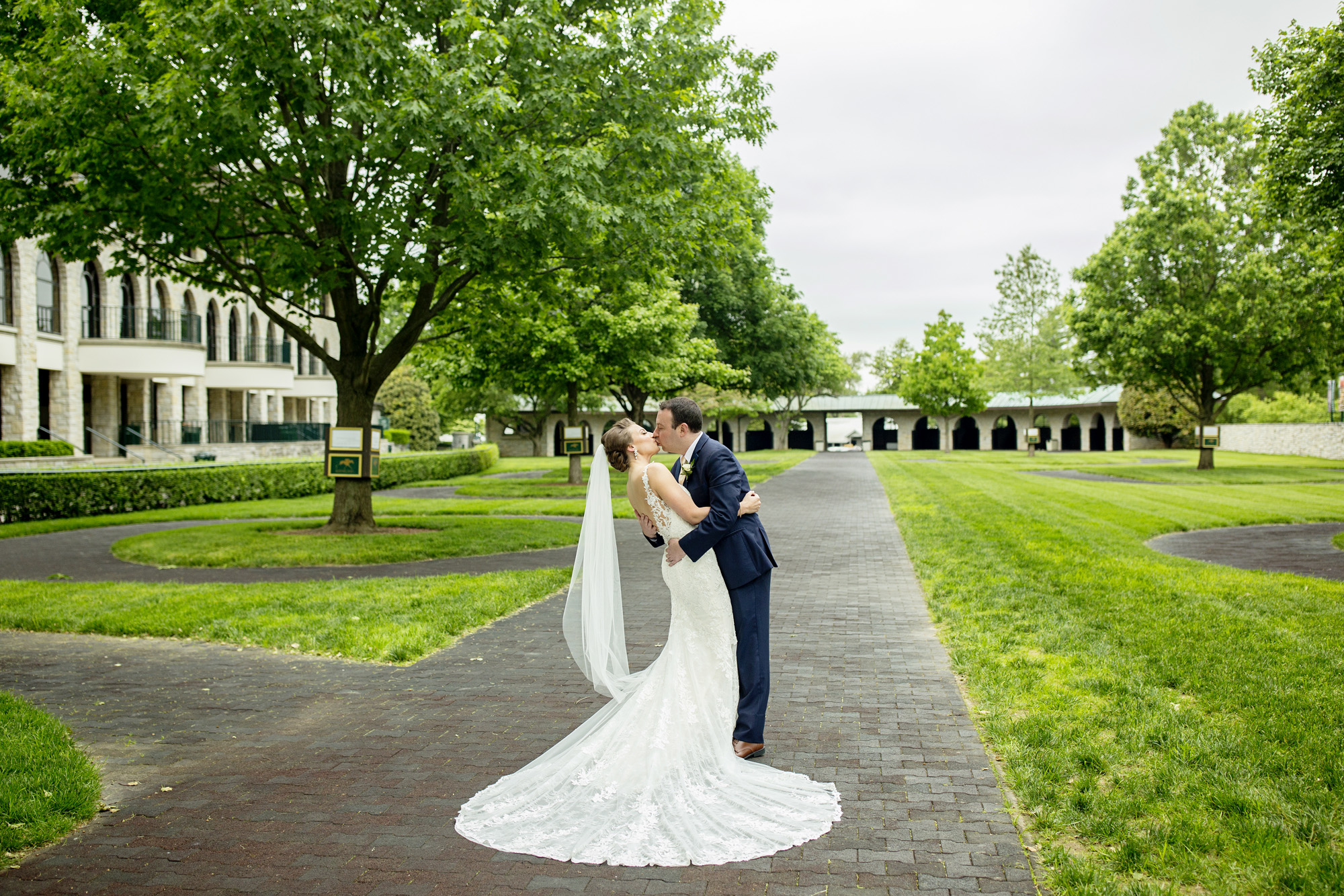 Seriously_Sabrina_Photography_Lexington_Kentucky_Downtown_Keeneland_Clubhouse_Wedding_Spitzer_1.jpg