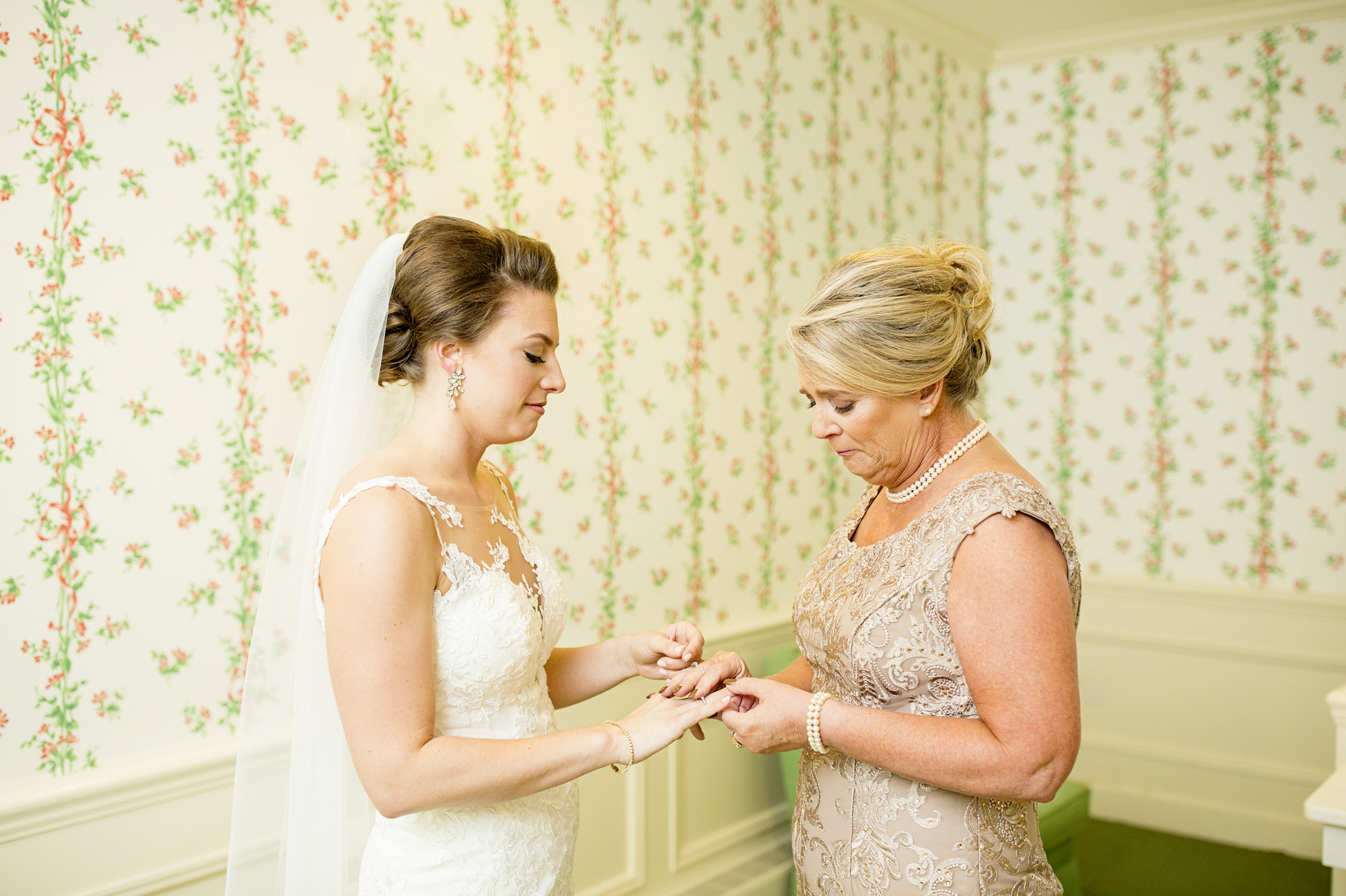 Seriously_Sabrina_Photography_Lexington_Kentucky_Downtown_Keeneland_Clubhouse_Wedding_Spitzer_35.jpg