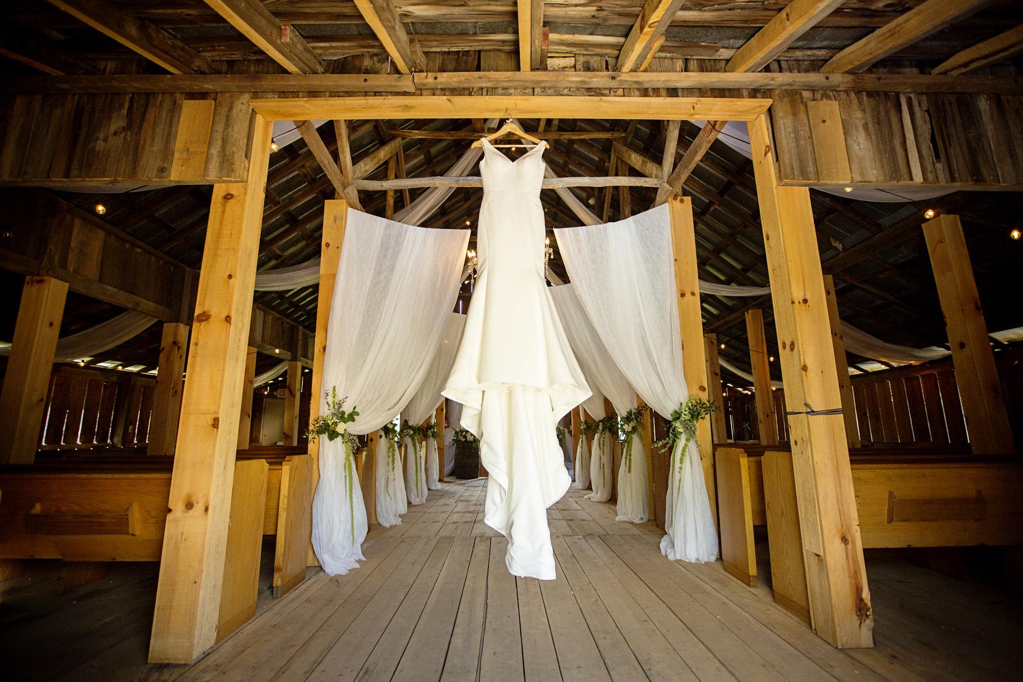 Seriously_Sabrina_Photography_Red_River_Gorge_Wedding_Barn_Robinson4.jpg