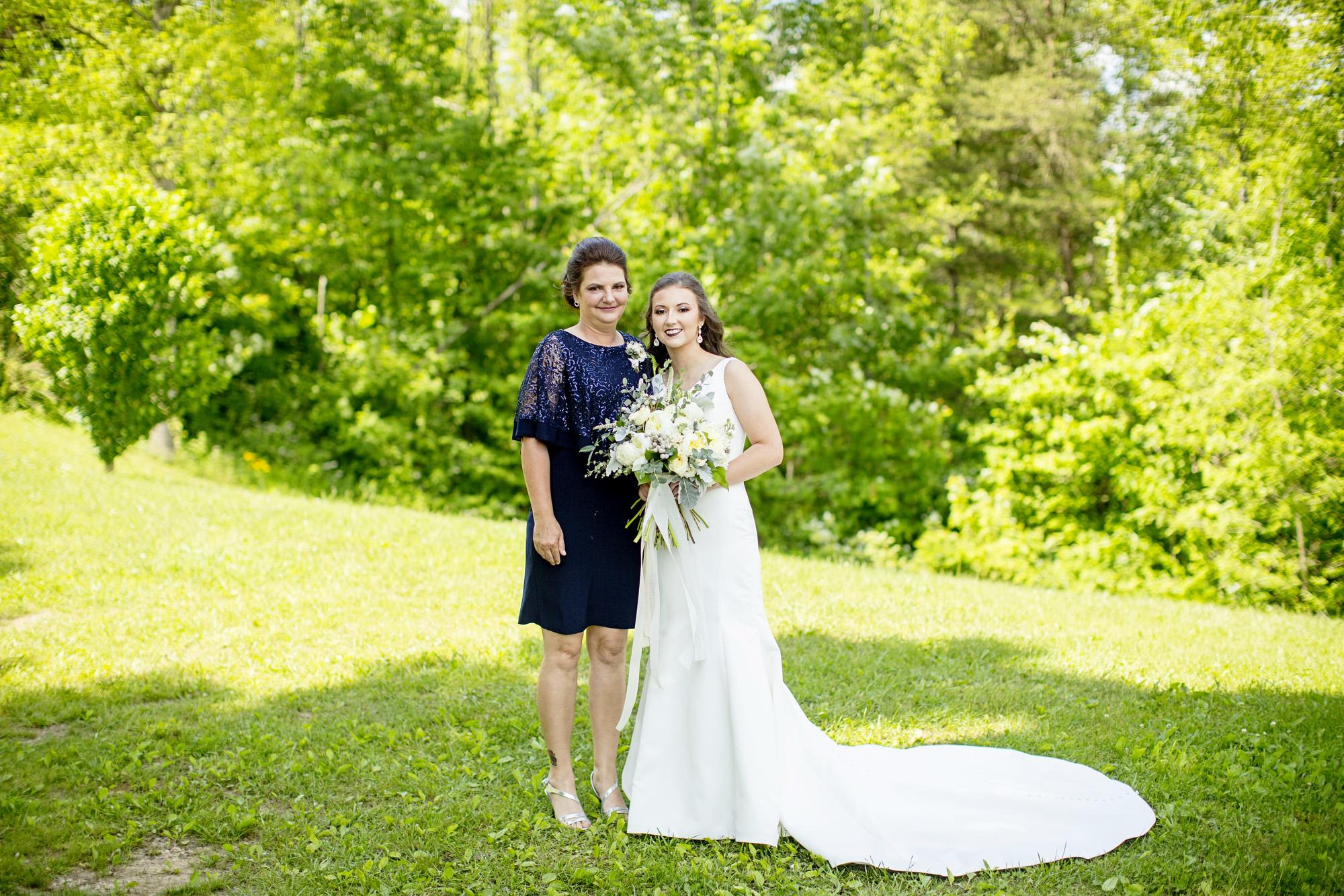 Seriously_Sabrina_Photography_Red_River_Gorge_Wedding_Barn_Robinson40.jpg
