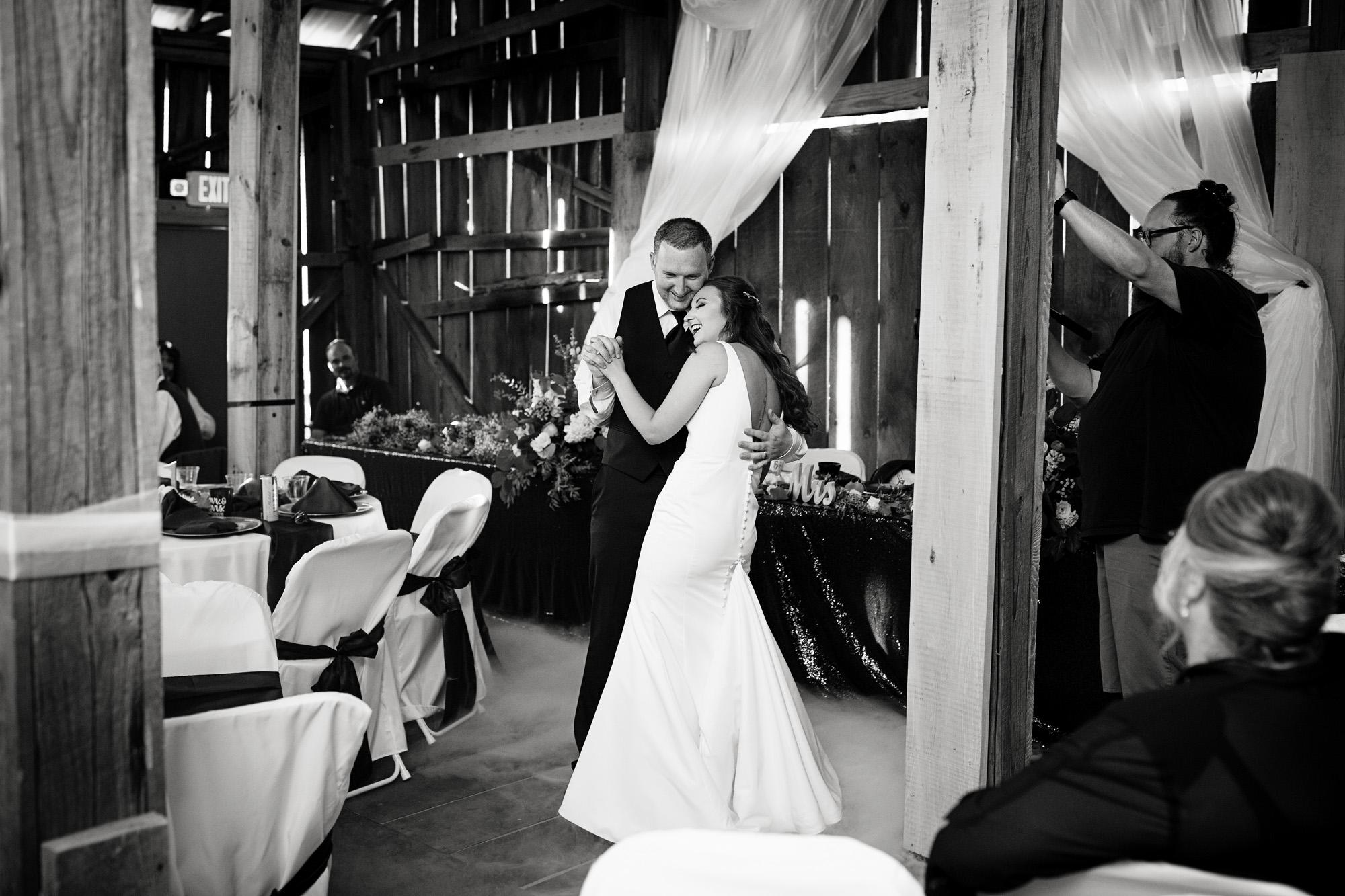Seriously_Sabrina_Photography_Red_River_Gorge_Wedding_Barn_Robinson101.jpg