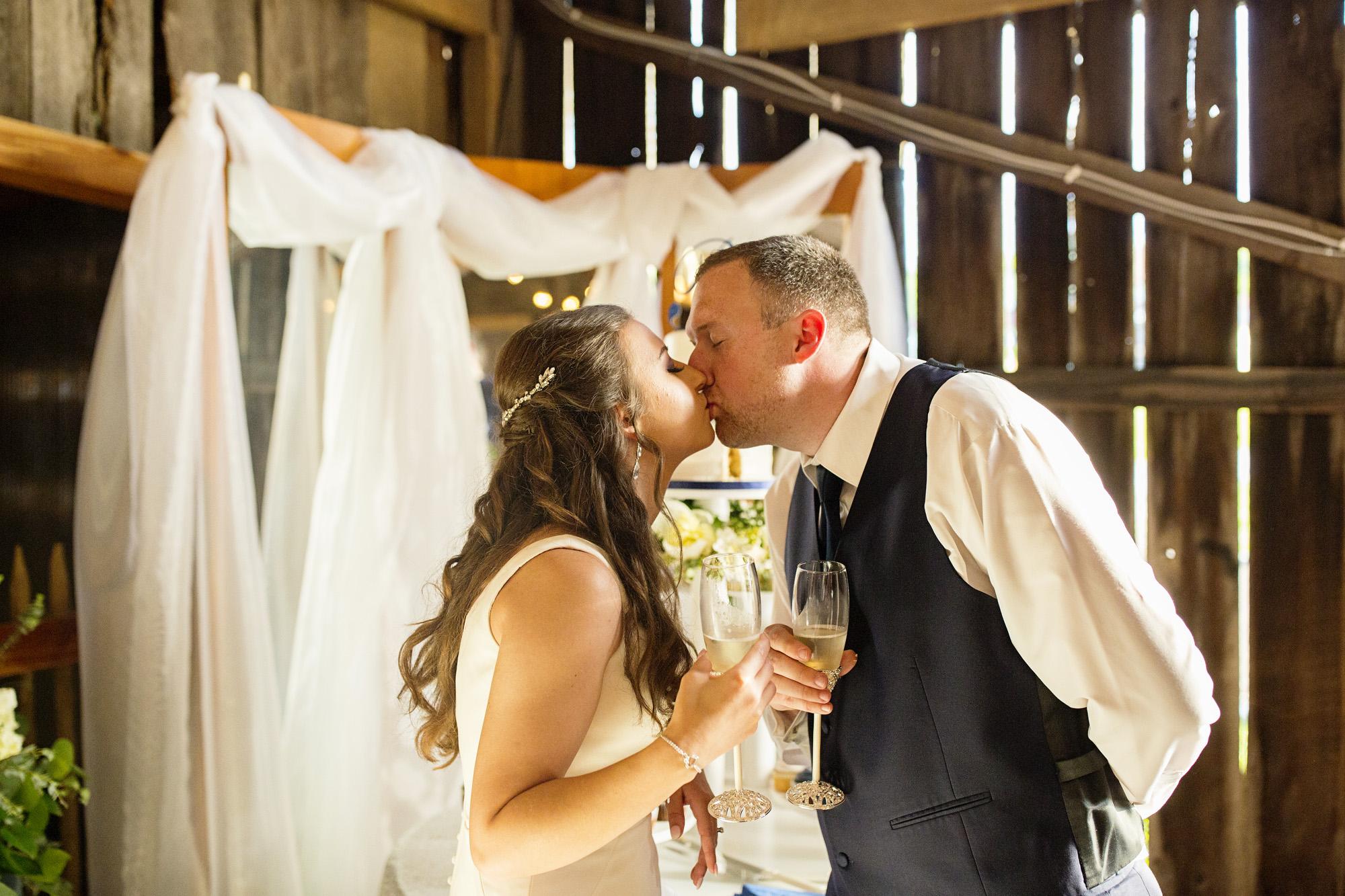 Seriously_Sabrina_Photography_Red_River_Gorge_Wedding_Barn_Robinson100.jpg