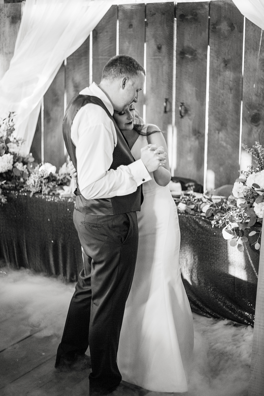 Seriously_Sabrina_Photography_Red_River_Gorge_Wedding_Barn_Robinson104.jpg