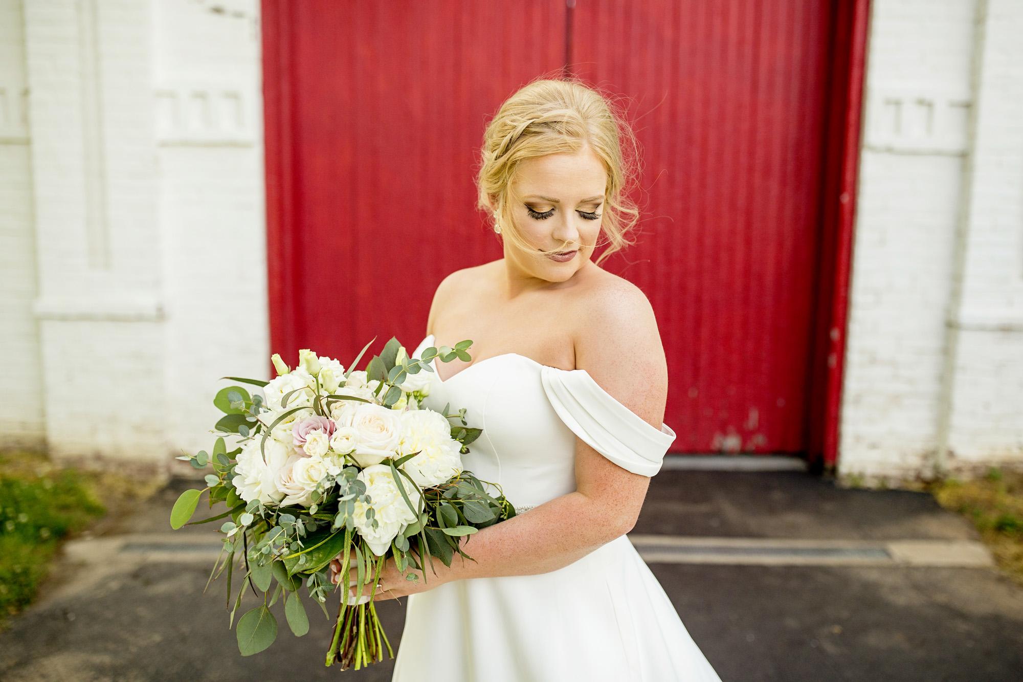 Seriously_Sabrina_Photography_Lexington_Kentucky_Pax_Christi_Round_Barn_Wedding_Beath_25.jpg