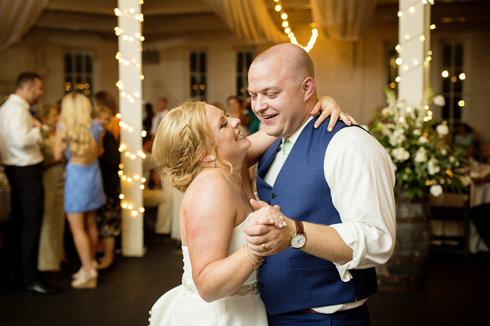 Seriously_Sabrina_Photography_Lexington_Kentucky_Pax_Christi_Round_Barn_Wedding_Beath_106.jpg