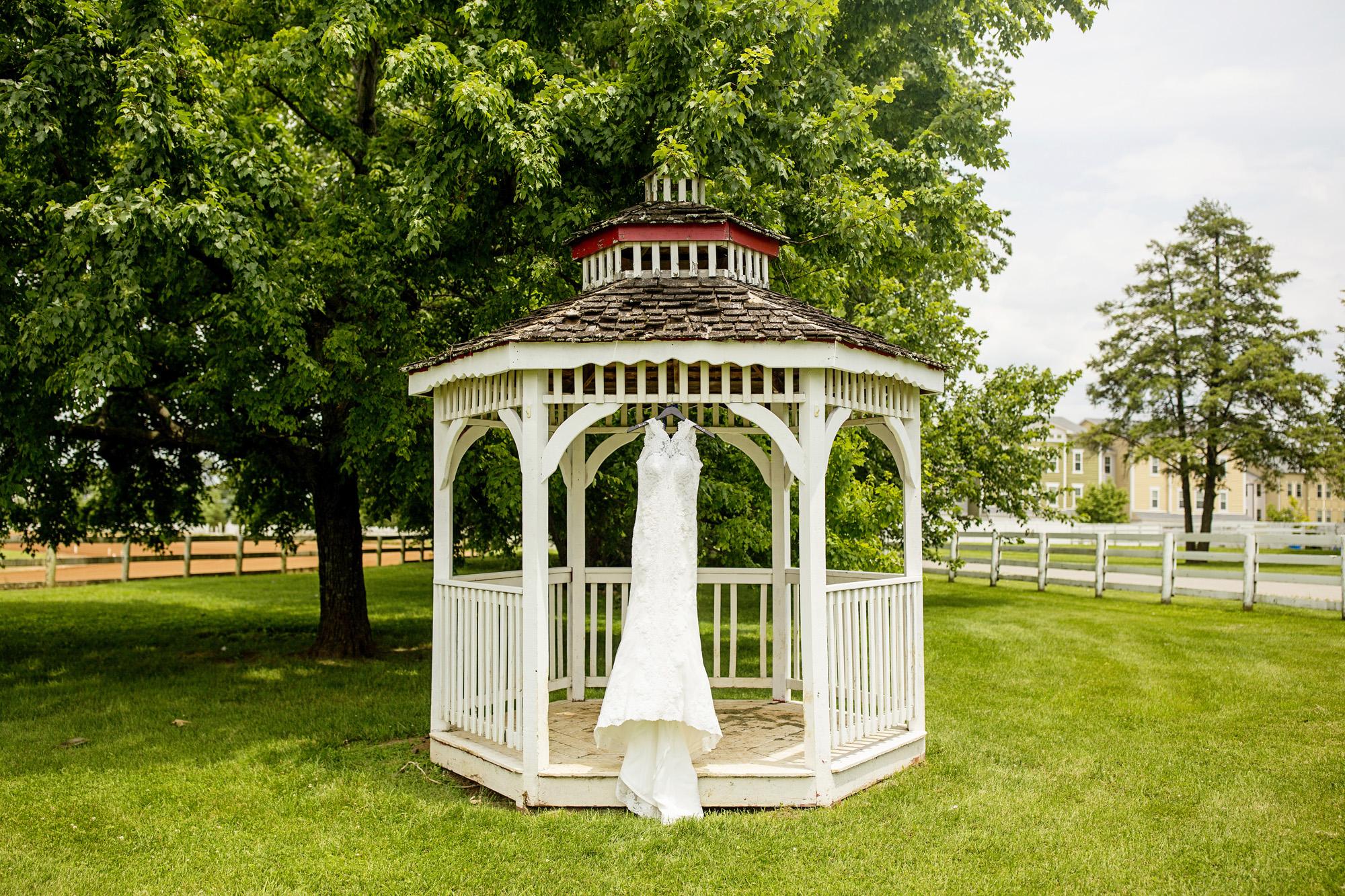 Seriously_Sabrina_Photography_Lexington_Kentucky_Round_Barn_Red_Mile_Stable_of_Memories_Wedding_Hart_9.jpg