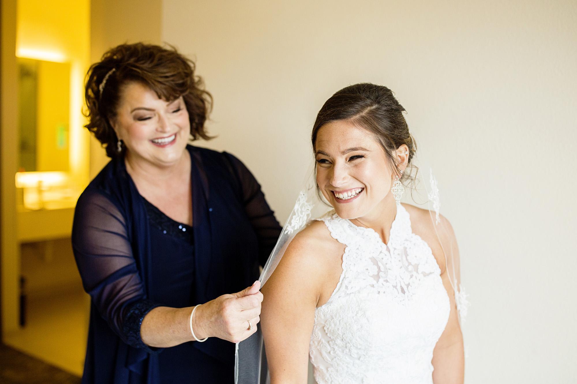 Seriously_Sabrina_Photography_Lexington_Kentucky_Round_Barn_Red_Mile_Stable_of_Memories_Wedding_Hart_19.jpg