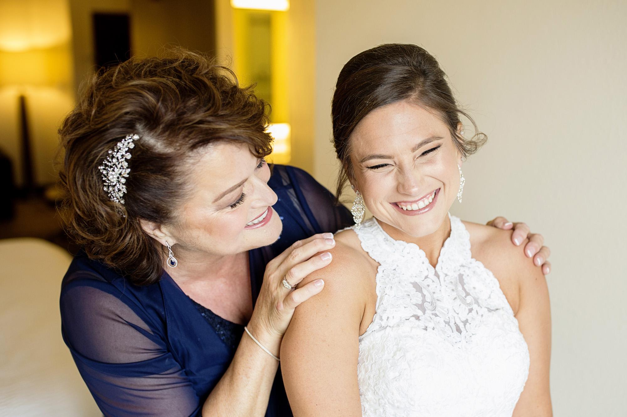 Seriously_Sabrina_Photography_Lexington_Kentucky_Round_Barn_Red_Mile_Stable_of_Memories_Wedding_Hart_20.jpg