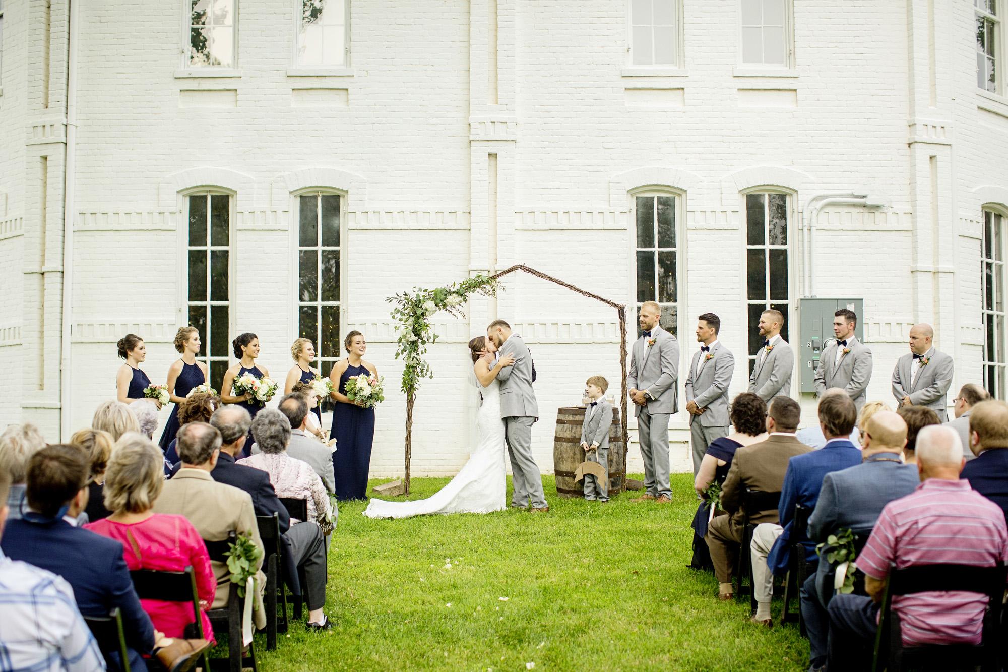 Seriously_Sabrina_Photography_Lexington_Kentucky_Round_Barn_Red_Mile_Stable_of_Memories_Wedding_Hart_76.jpg