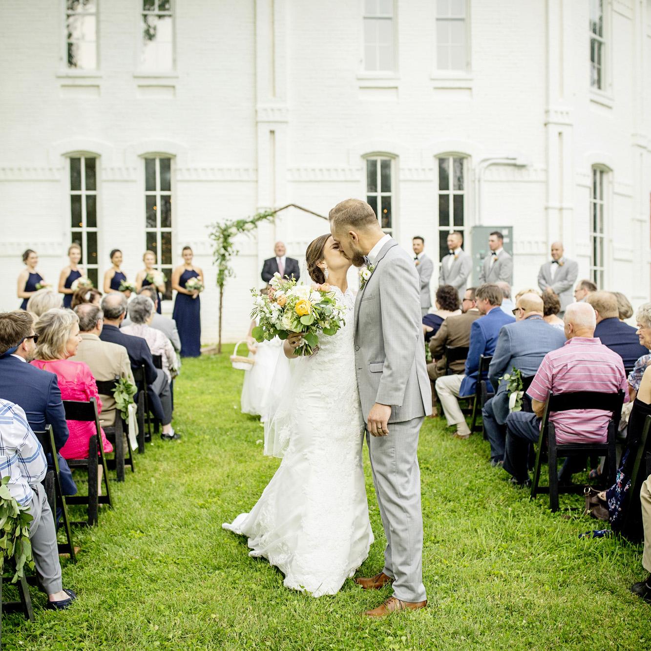 Seriously_Sabrina_Photography_Lexington_Kentucky_Round_Barn_Red_Mile_Stable_of_Memories_Wedding_Hart_77.jpg