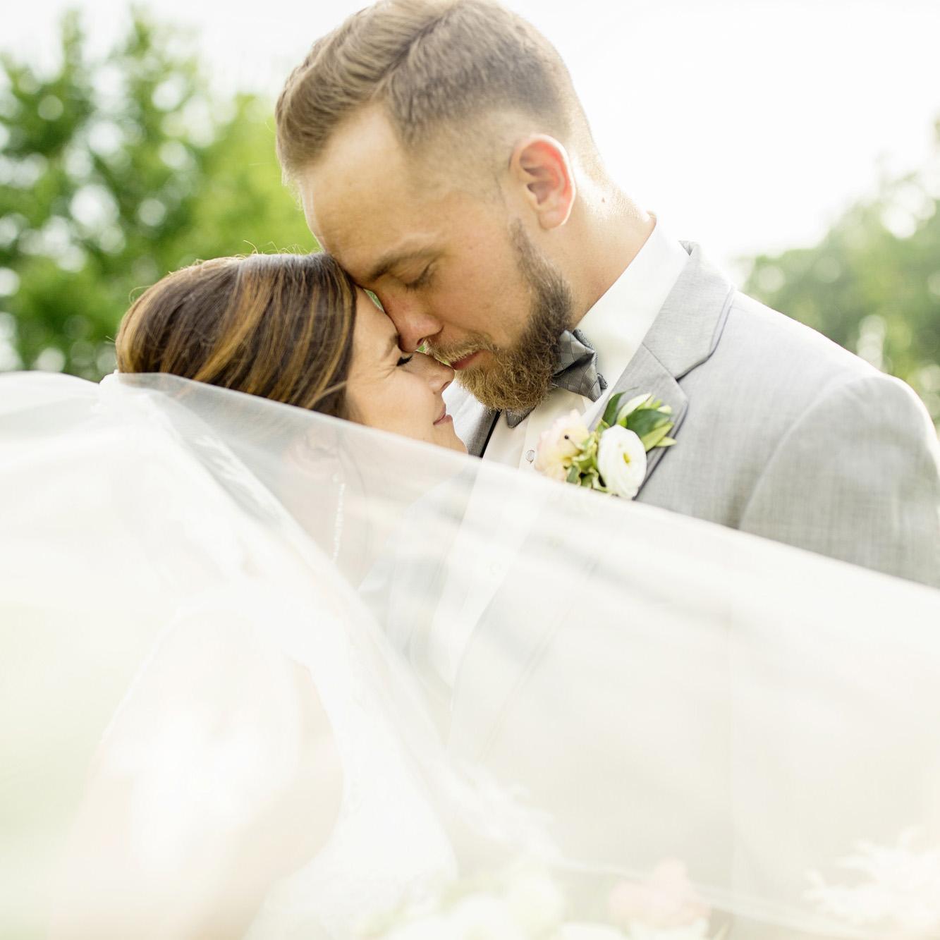Seriously_Sabrina_Photography_Lexington_Kentucky_Round_Barn_Red_Mile_Stable_of_Memories_Wedding_Hart_85.jpg