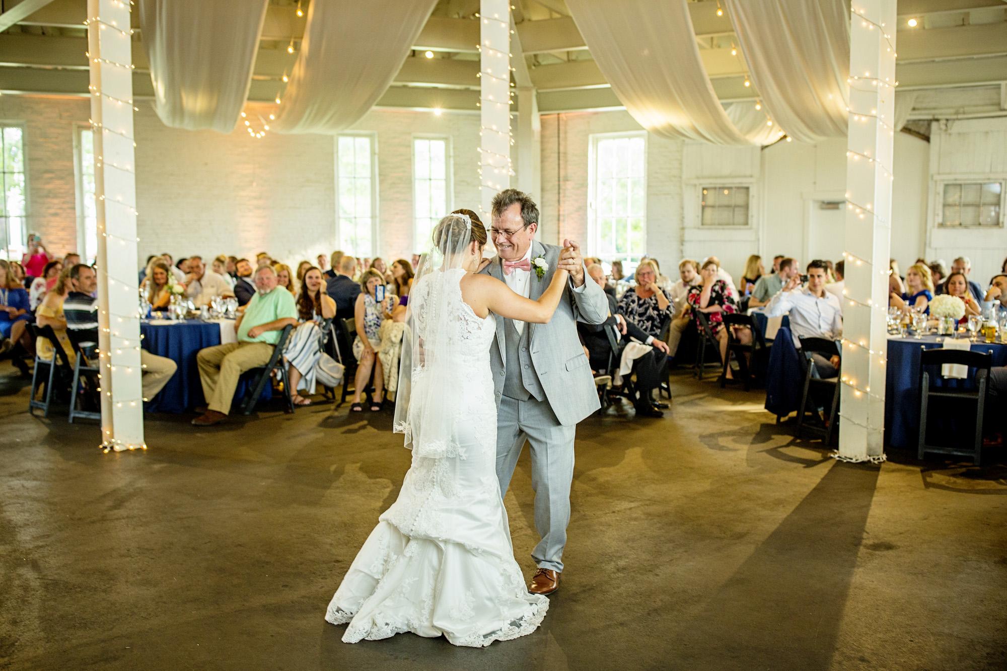Seriously_Sabrina_Photography_Lexington_Kentucky_Round_Barn_Red_Mile_Stable_of_Memories_Wedding_Hart_101.jpg