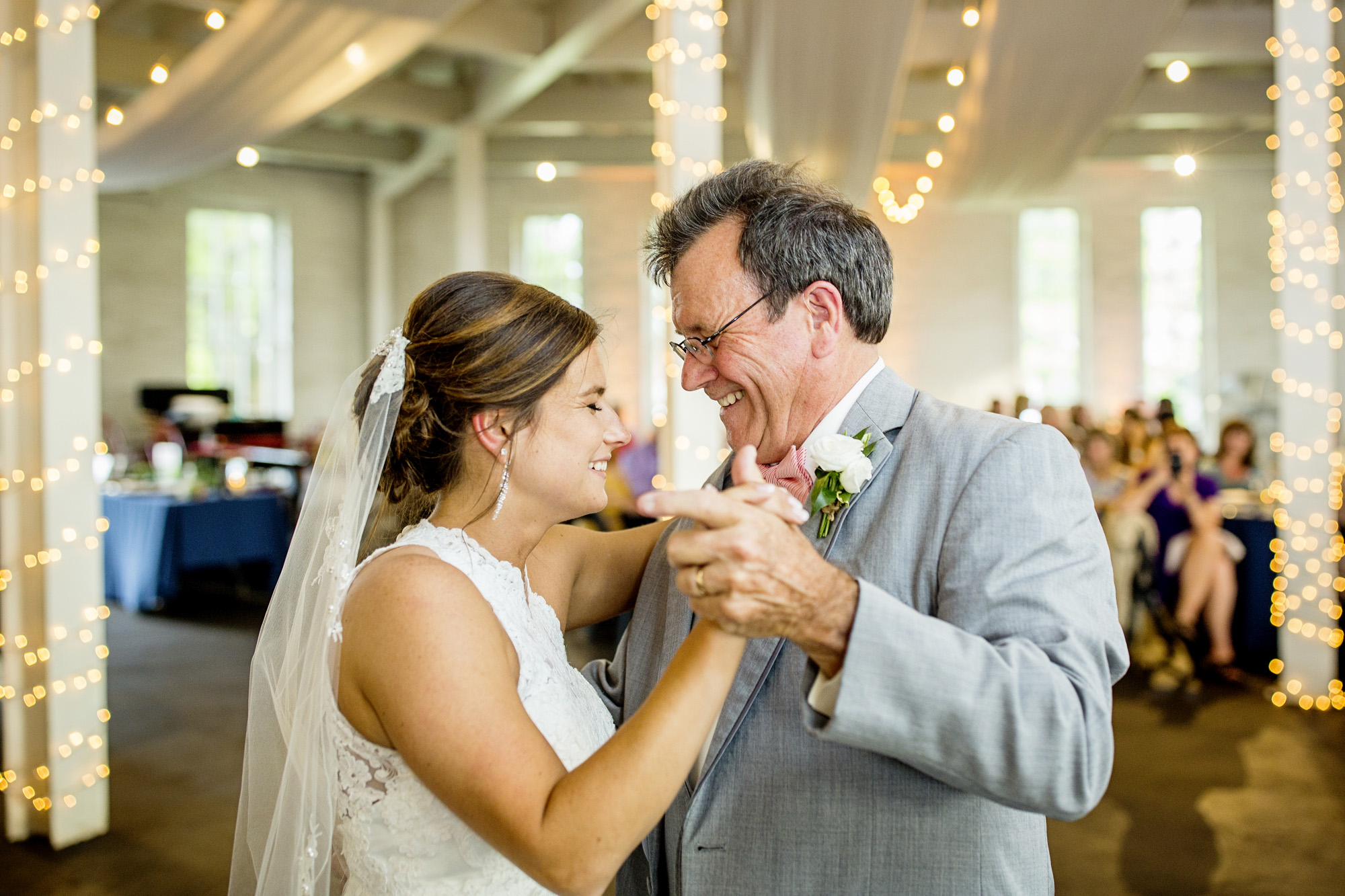Seriously_Sabrina_Photography_Lexington_Kentucky_Round_Barn_Red_Mile_Stable_of_Memories_Wedding_Hart_102.jpg