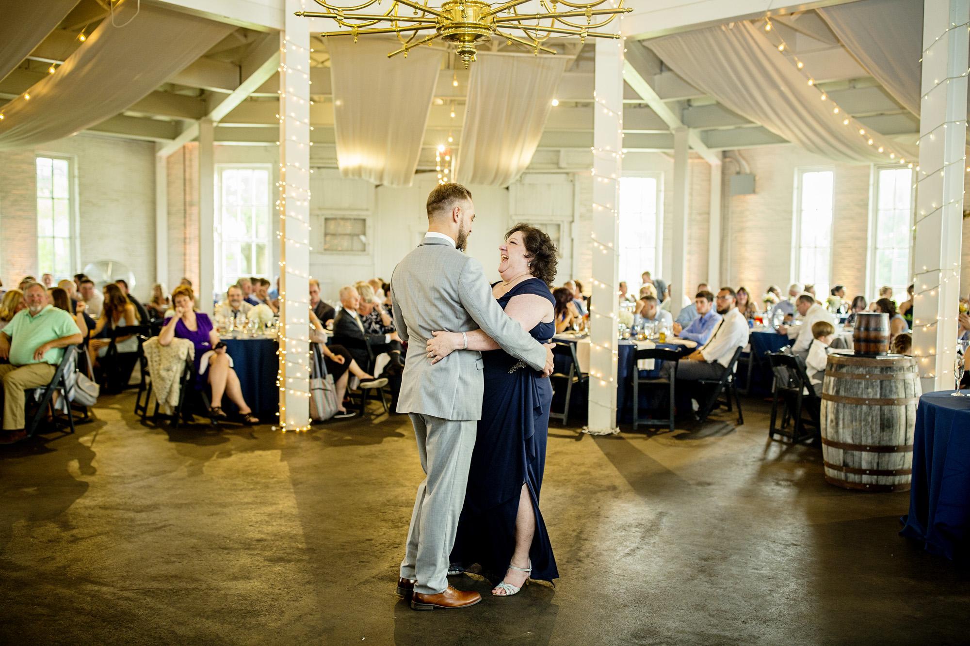 Seriously_Sabrina_Photography_Lexington_Kentucky_Round_Barn_Red_Mile_Stable_of_Memories_Wedding_Hart_103.jpg