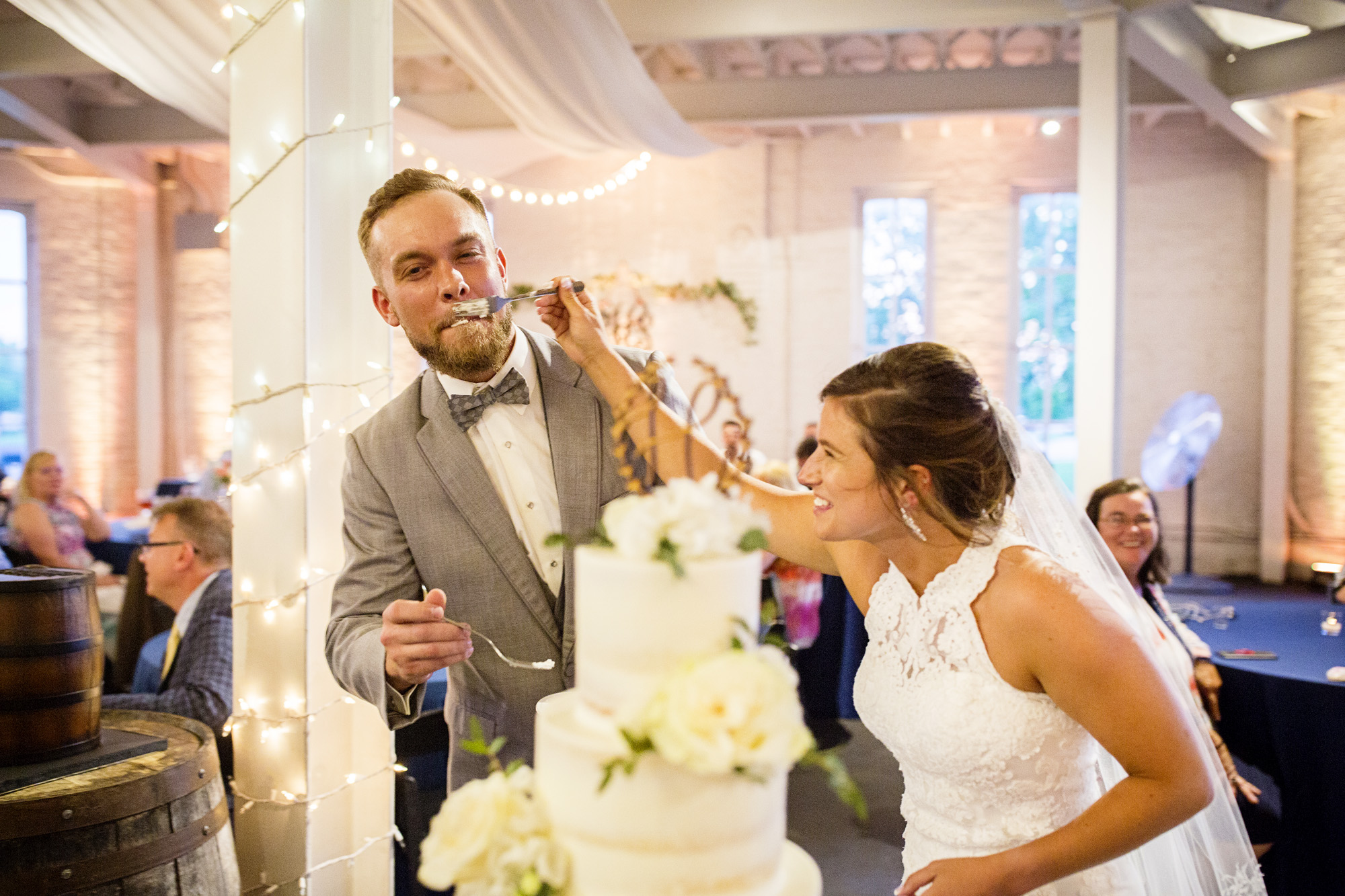 Seriously_Sabrina_Photography_Lexington_Kentucky_Round_Barn_Red_Mile_Stable_of_Memories_Wedding_Hart_113.jpg