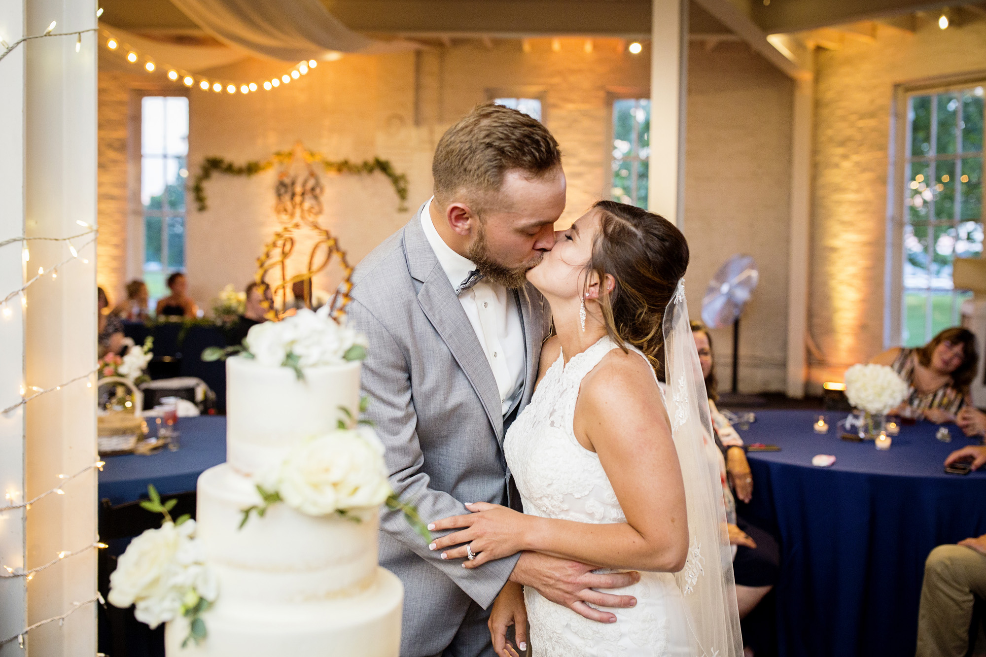 Seriously_Sabrina_Photography_Lexington_Kentucky_Round_Barn_Red_Mile_Stable_of_Memories_Wedding_Hart_114.jpg