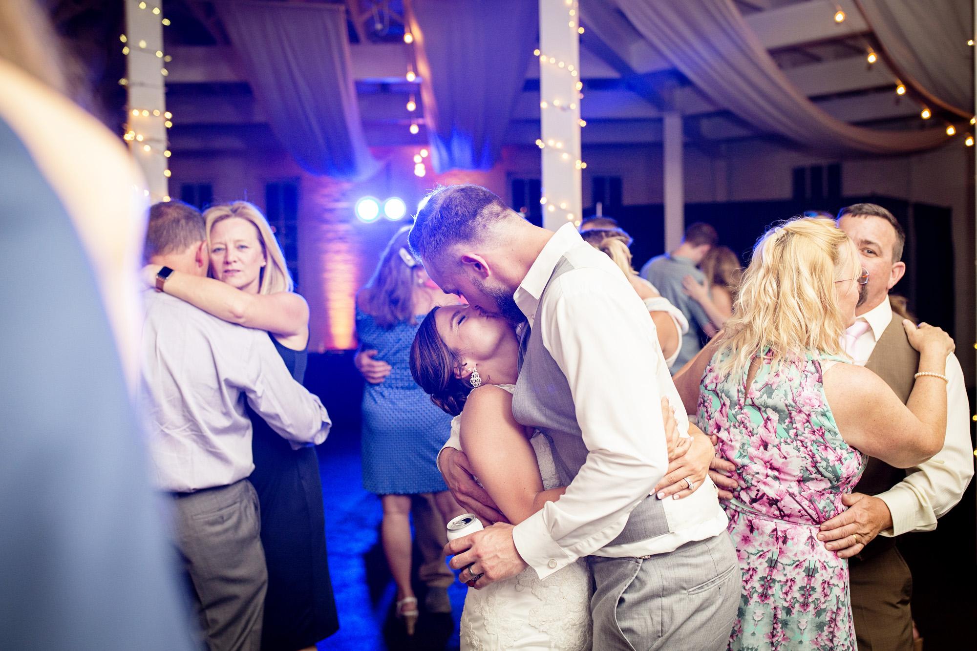 Seriously_Sabrina_Photography_Lexington_Kentucky_Round_Barn_Red_Mile_Stable_of_Memories_Wedding_Hart_126.jpg