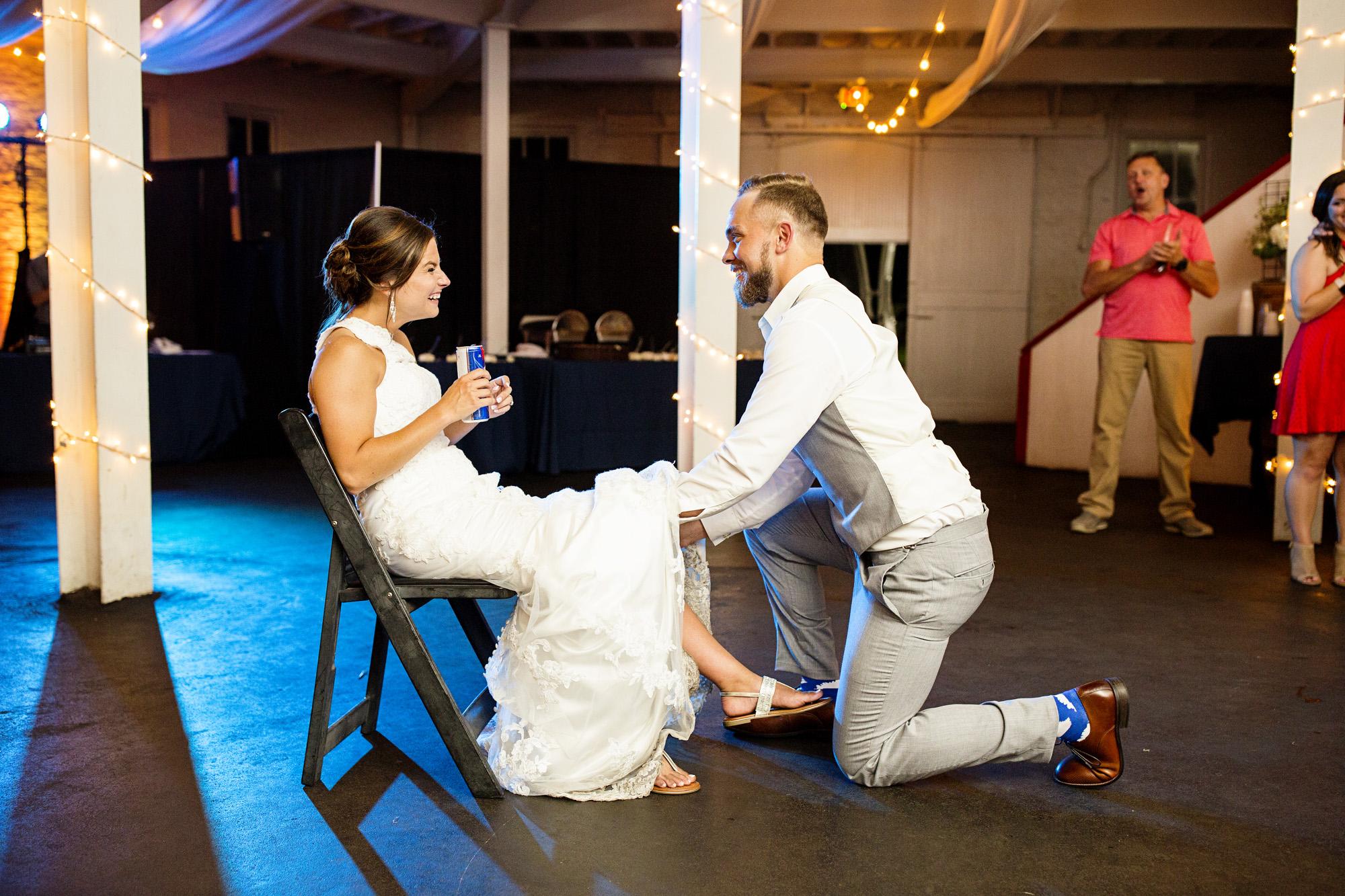 Seriously_Sabrina_Photography_Lexington_Kentucky_Round_Barn_Red_Mile_Stable_of_Memories_Wedding_Hart_129.jpg