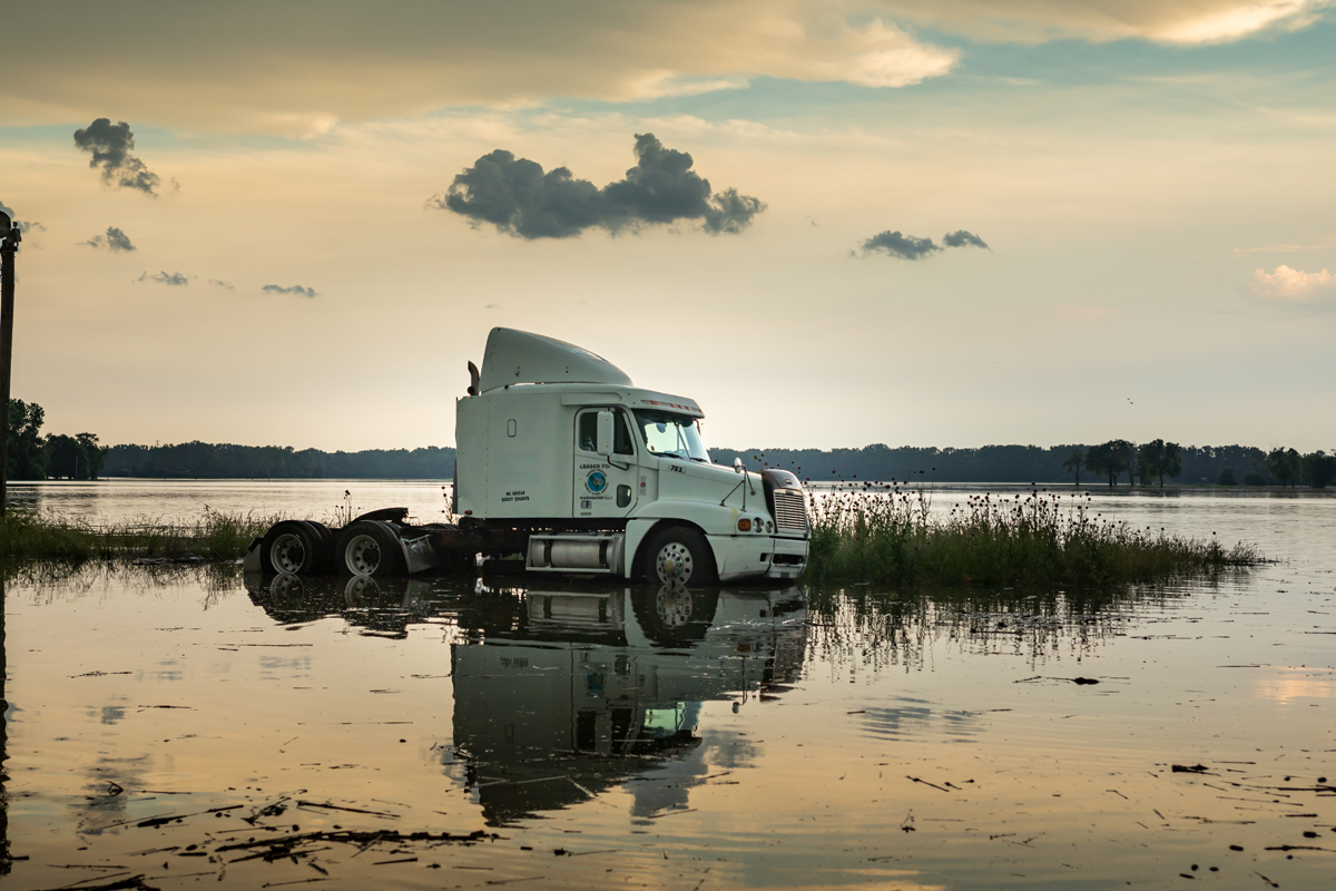 37_JennaCarliePhotography_May 31, 2019_West Alton Flood_Truck in Mobile Parking lot.jpg